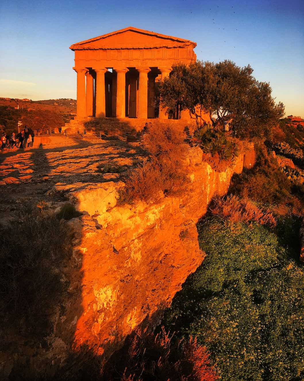 Sunset at the Tempio della Concordia, the largest and best-preserved Doric temple in Sicily, in the Valle dei Templi in Agrigento, Sicily