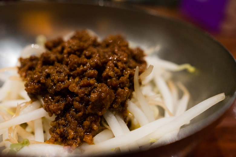 Minced meat sauce over steamed beansprouts