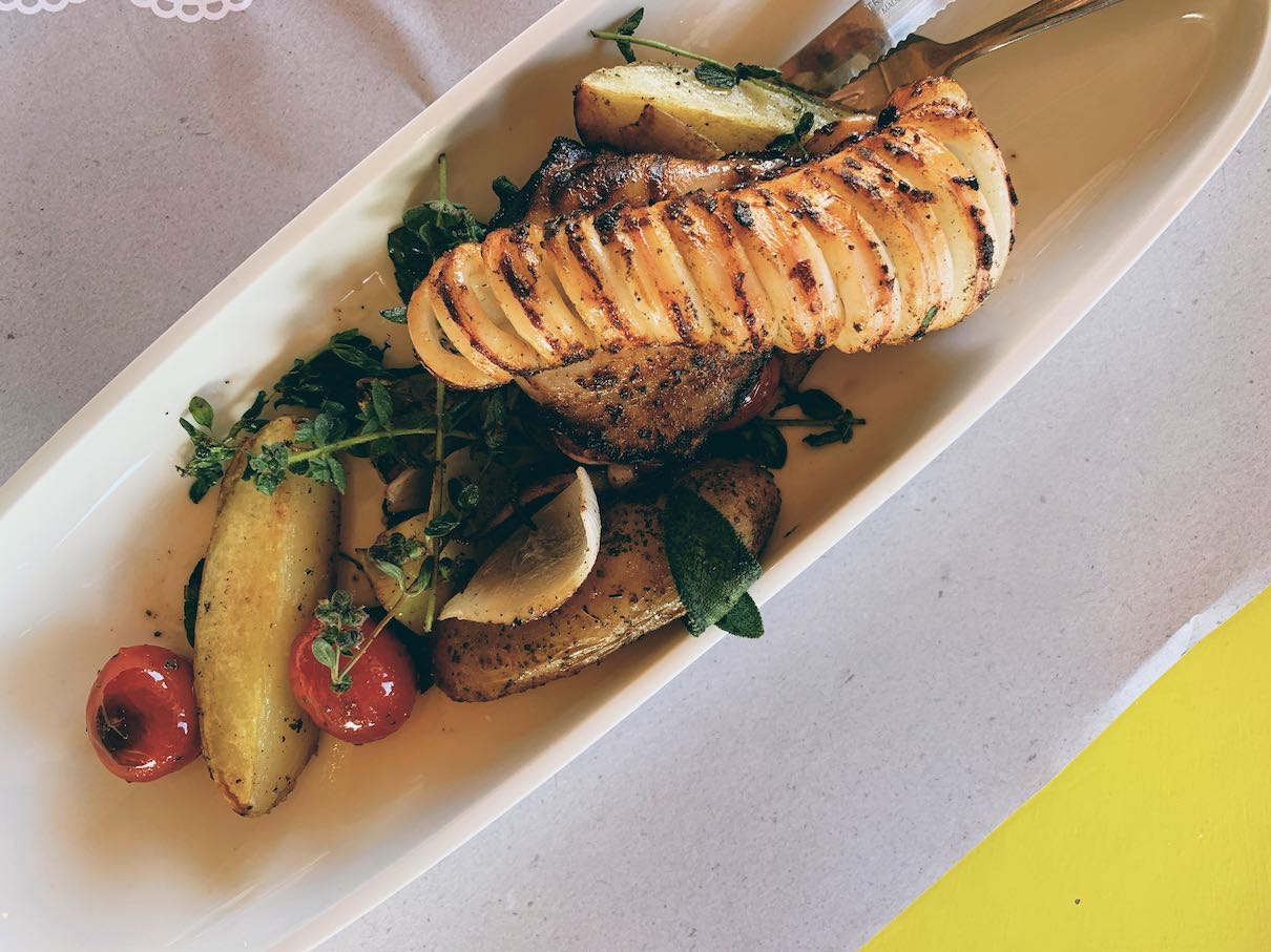 Grilled calamari with overn-baked potatoes, vegetables and herbs