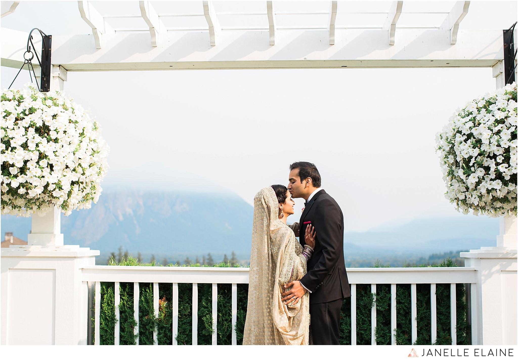 janelle elaine photography-the club at snoqualmie ridge-washington-wedding-photography-portraits-35.jpg