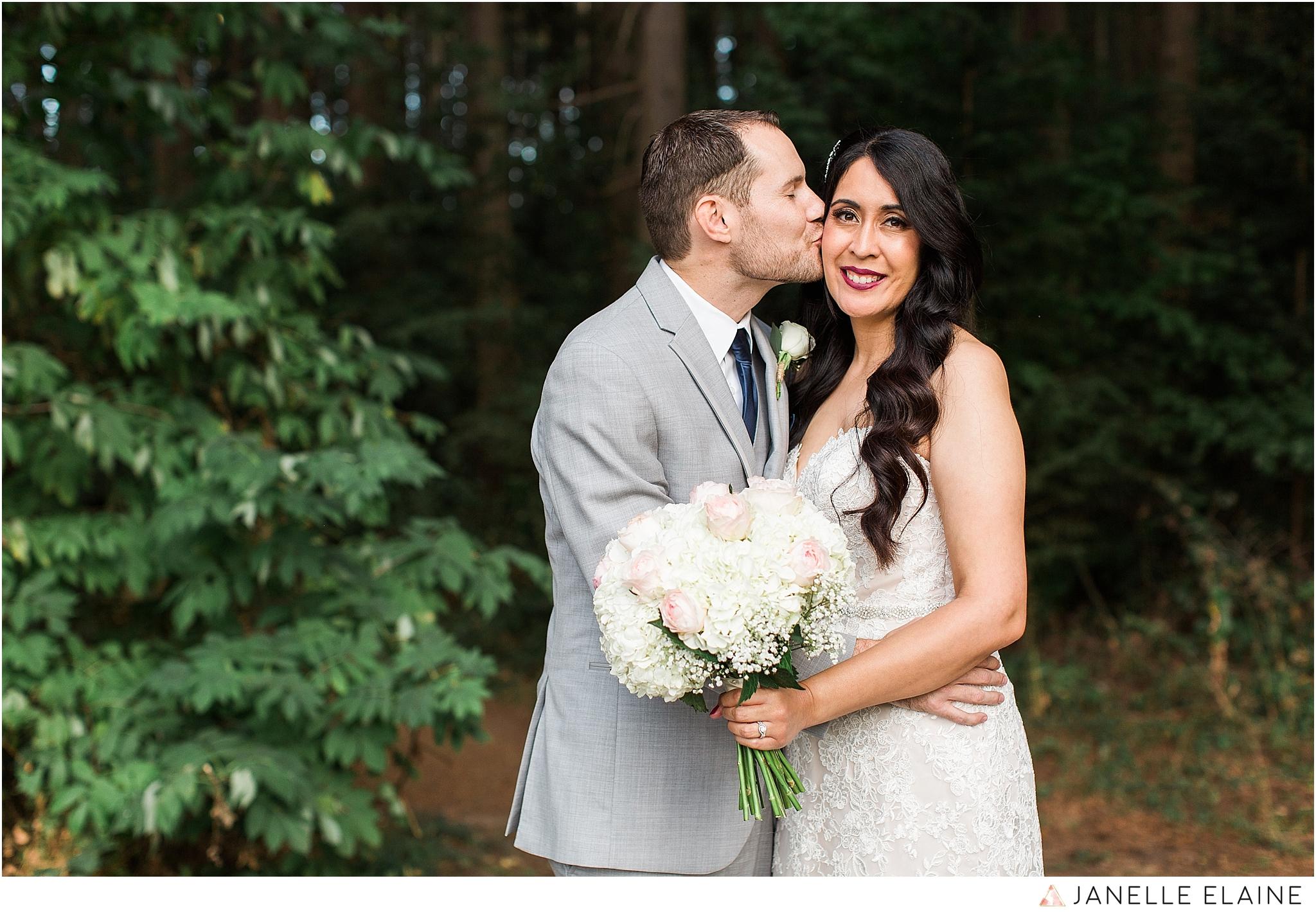 janelle elaine photography-professional wedding photographer-seattle-bellevue-robinswood house-196.jpg