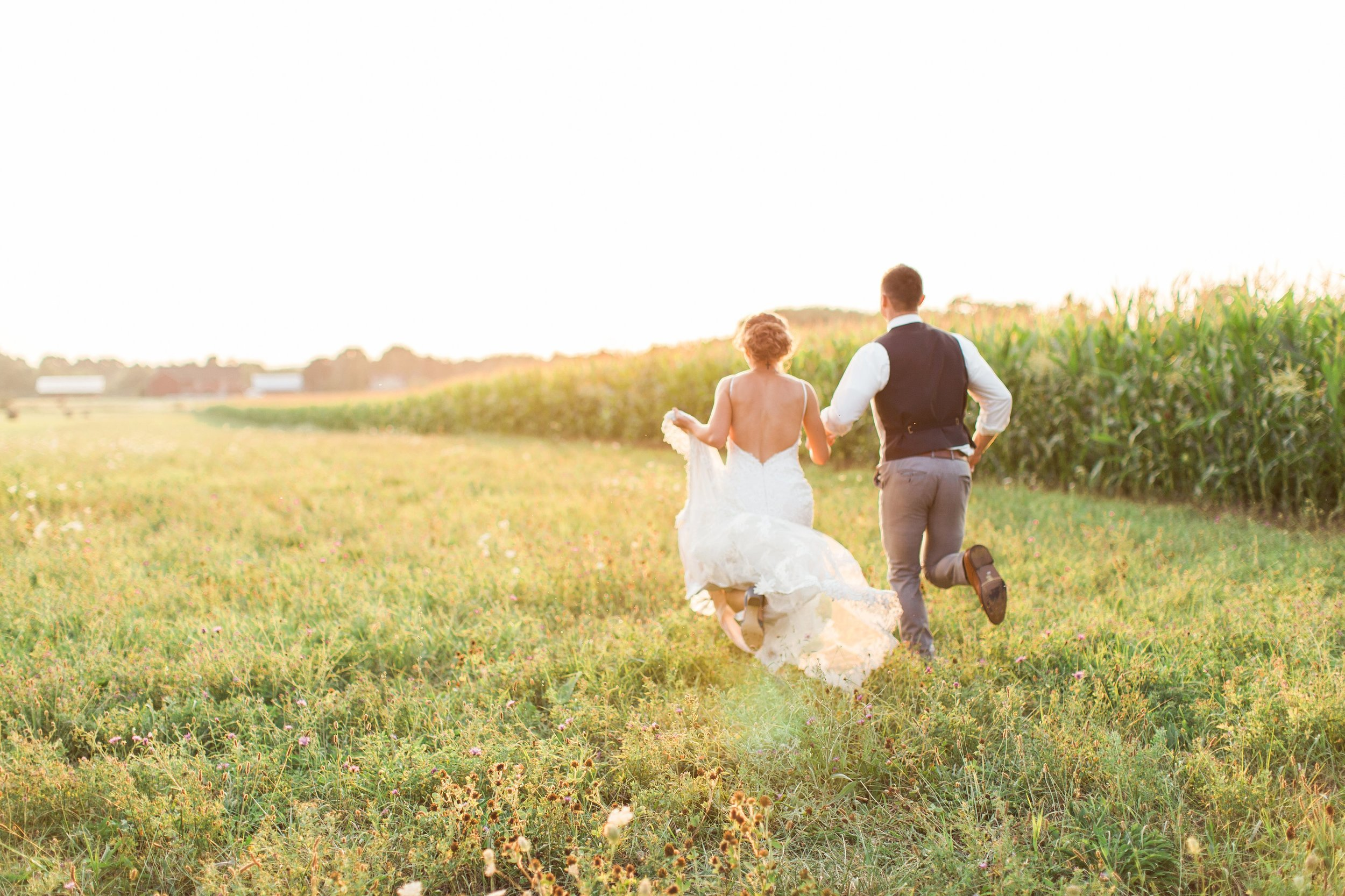 bride and groom running into the sunset portraits at outdoor summer wedding by seattle photographer janelle elaine photography.jpg