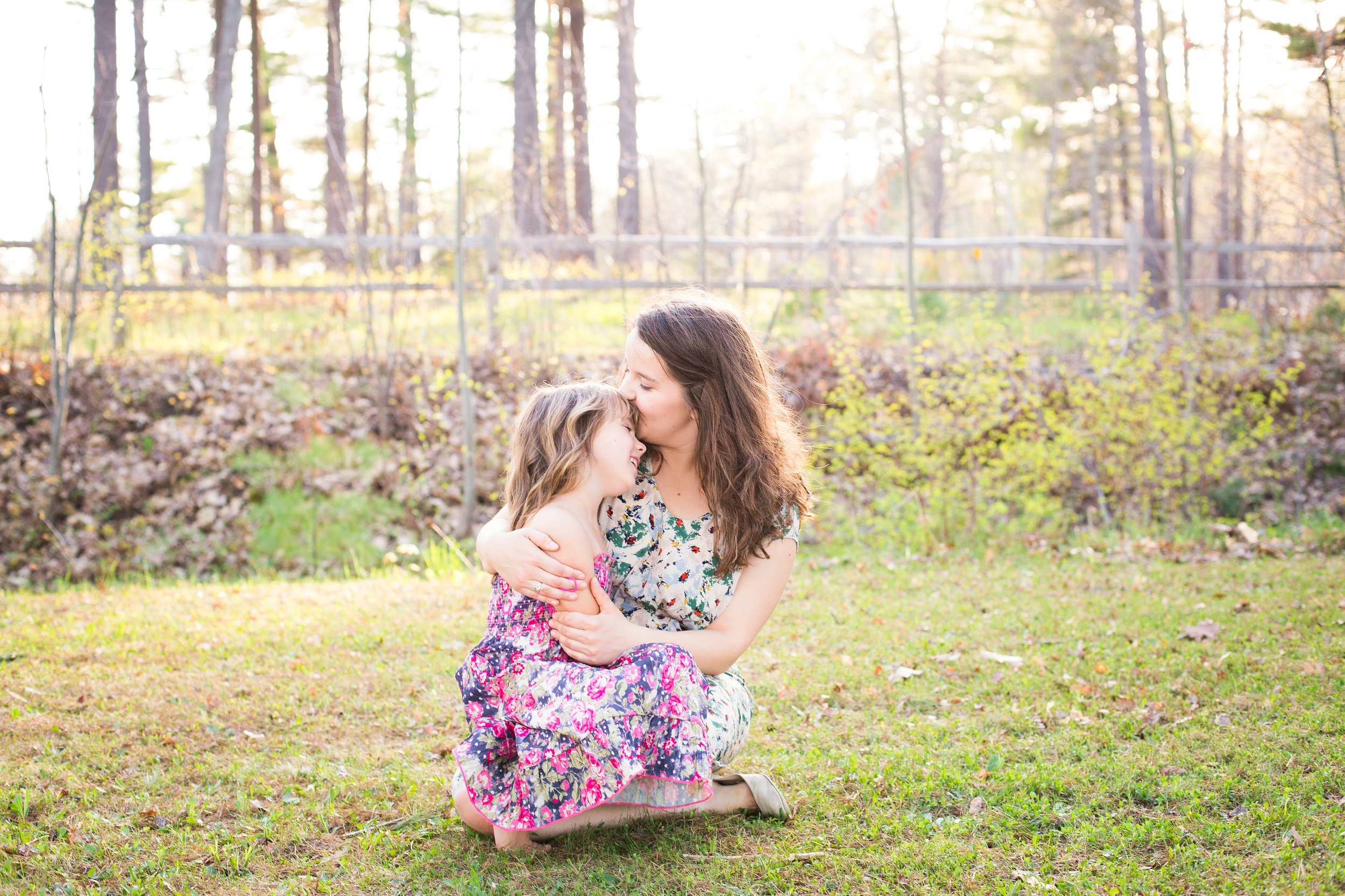 Mommy and Me sweet and fun outdoor portrait session by Seattle Photographer Janelle Elaine Photography.jpg