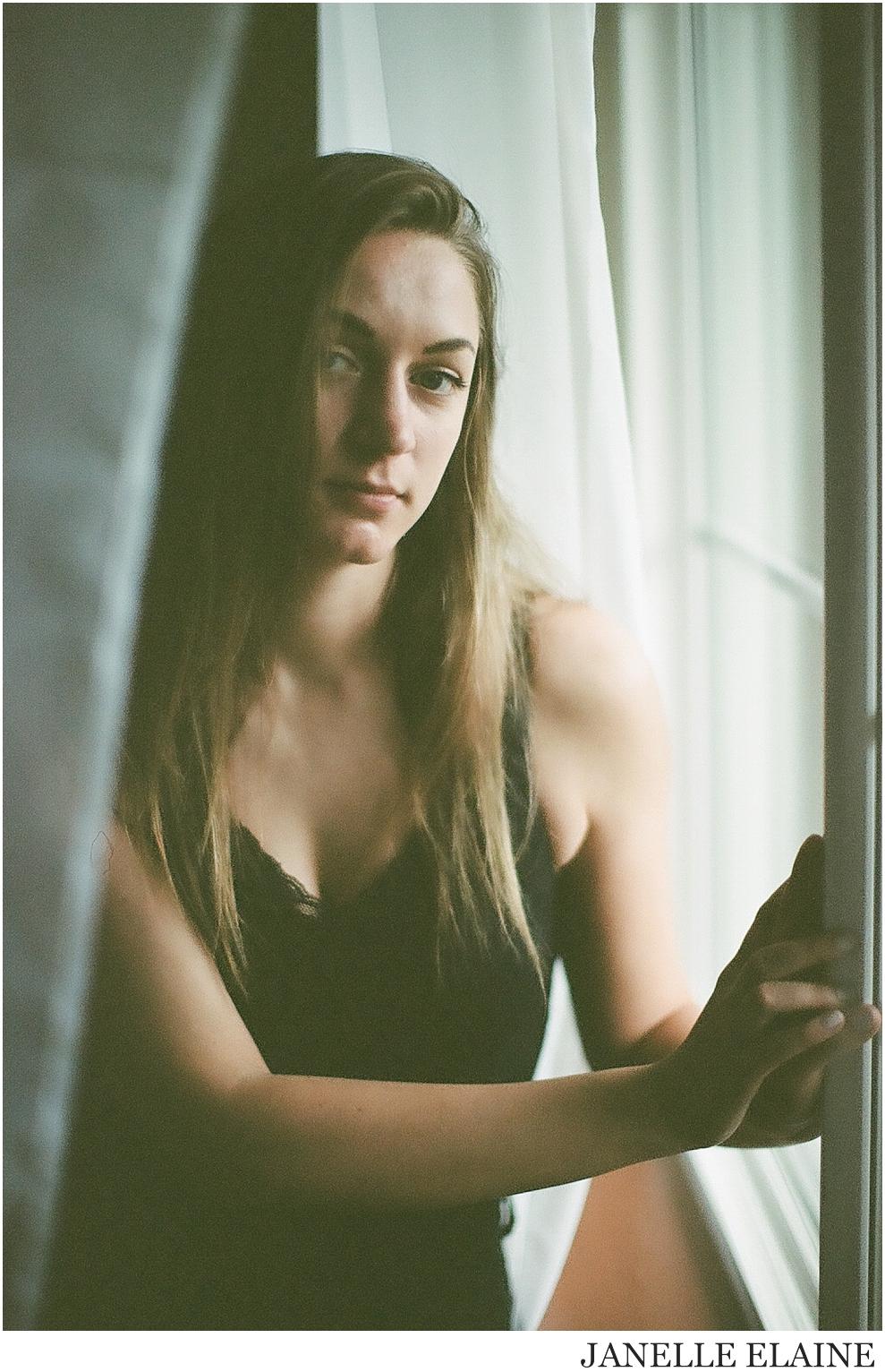 kirsi-kodak portra 400 film-darkroom film lab-seattle-wa-film portrait photography-janelle elaine photography-8.jpg