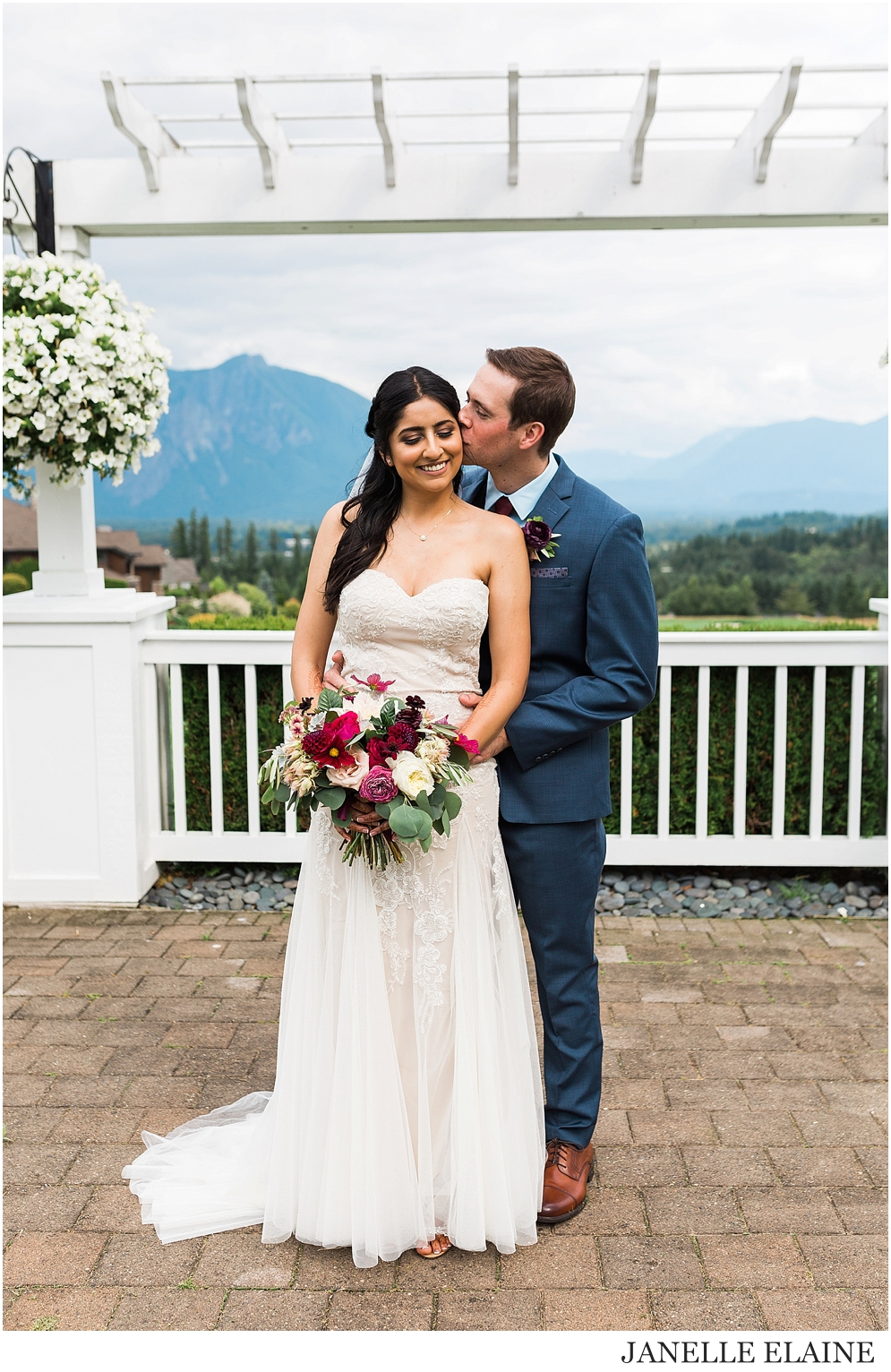 snethen wedding-club at snoqualmie ridge-oak and fig floral-glam by niha-the last bite-kp style events-seattle portrait photographer-washington-45.jpg
