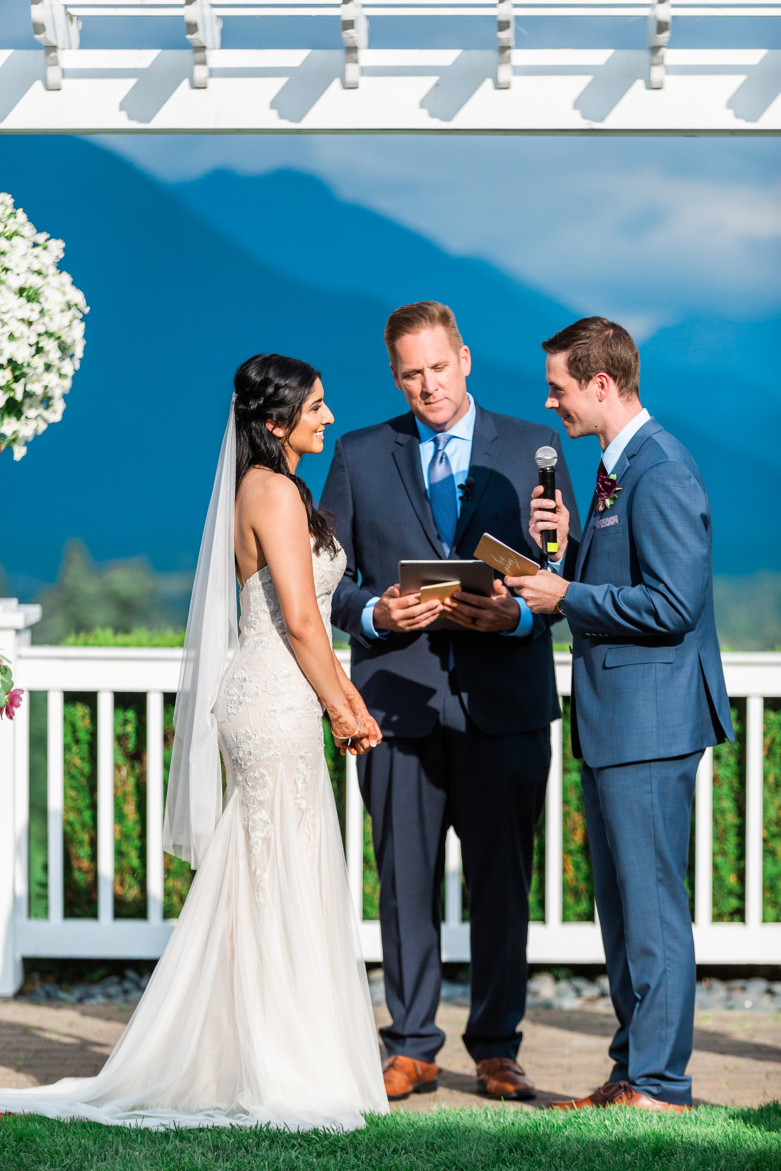 sohni and jacob-wedding at snoqualmie ridge-washington janelle elaine photography -1-2.jpg