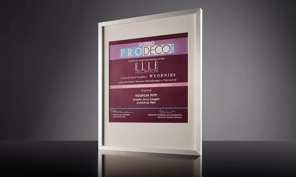 "Nagroda Pro-Deco czasopisma Elle Decoration 2003 za zestaw mebli ""Tutti""."