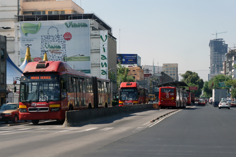 Mexico City's Metrobus: Median segregated lanes