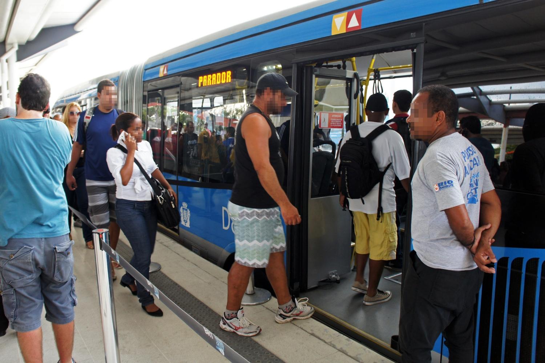 Rio de Janeiro's TransOeste: Level boarding