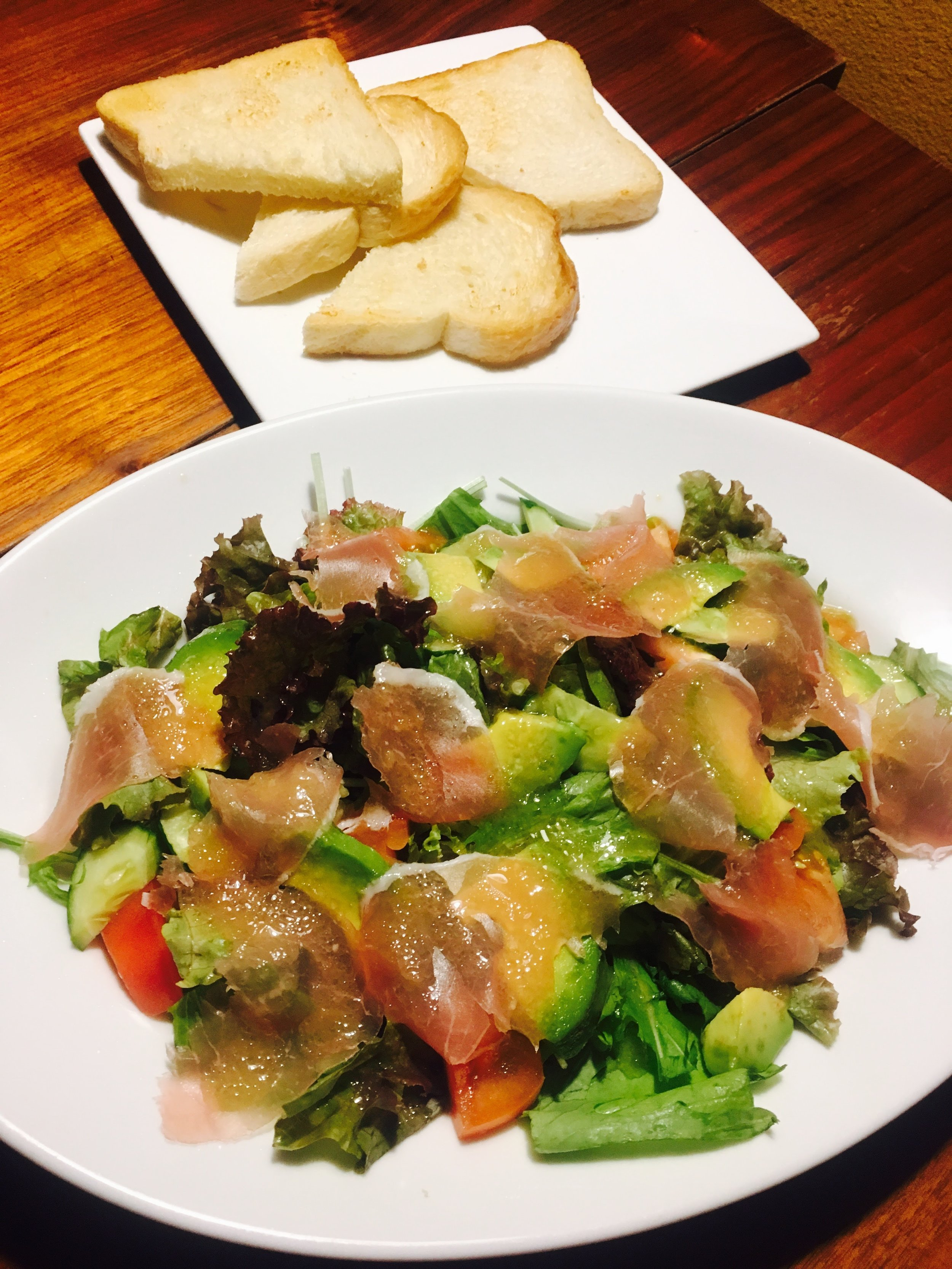 The Ham & Avocado Salad - Basically, a simple ham and avocado salad for ¥890 + Tax. For an additional ¥200, you can get a side of garlic bread.