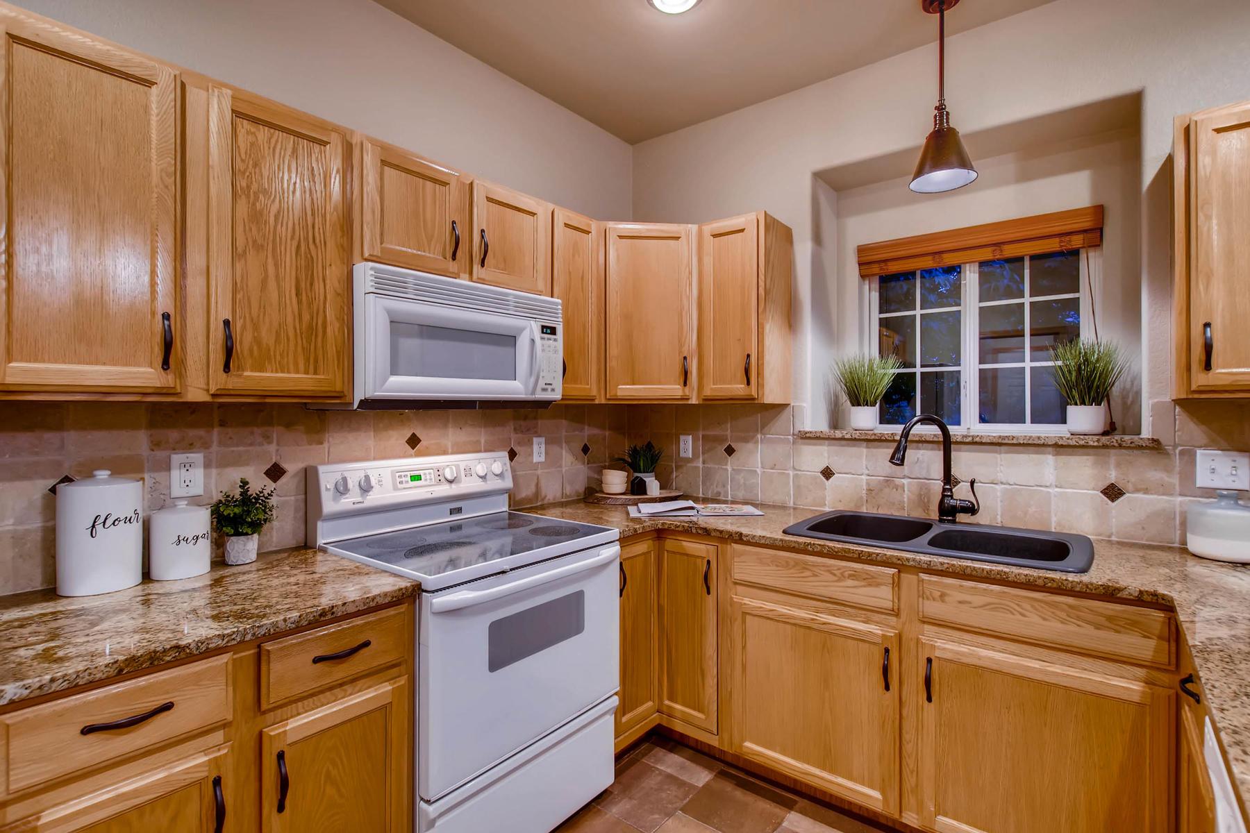 1694 Seven Lakes Dr Loveland-MLS_Size-014-20-Kitchen-1800x1200-72dpi.jpg