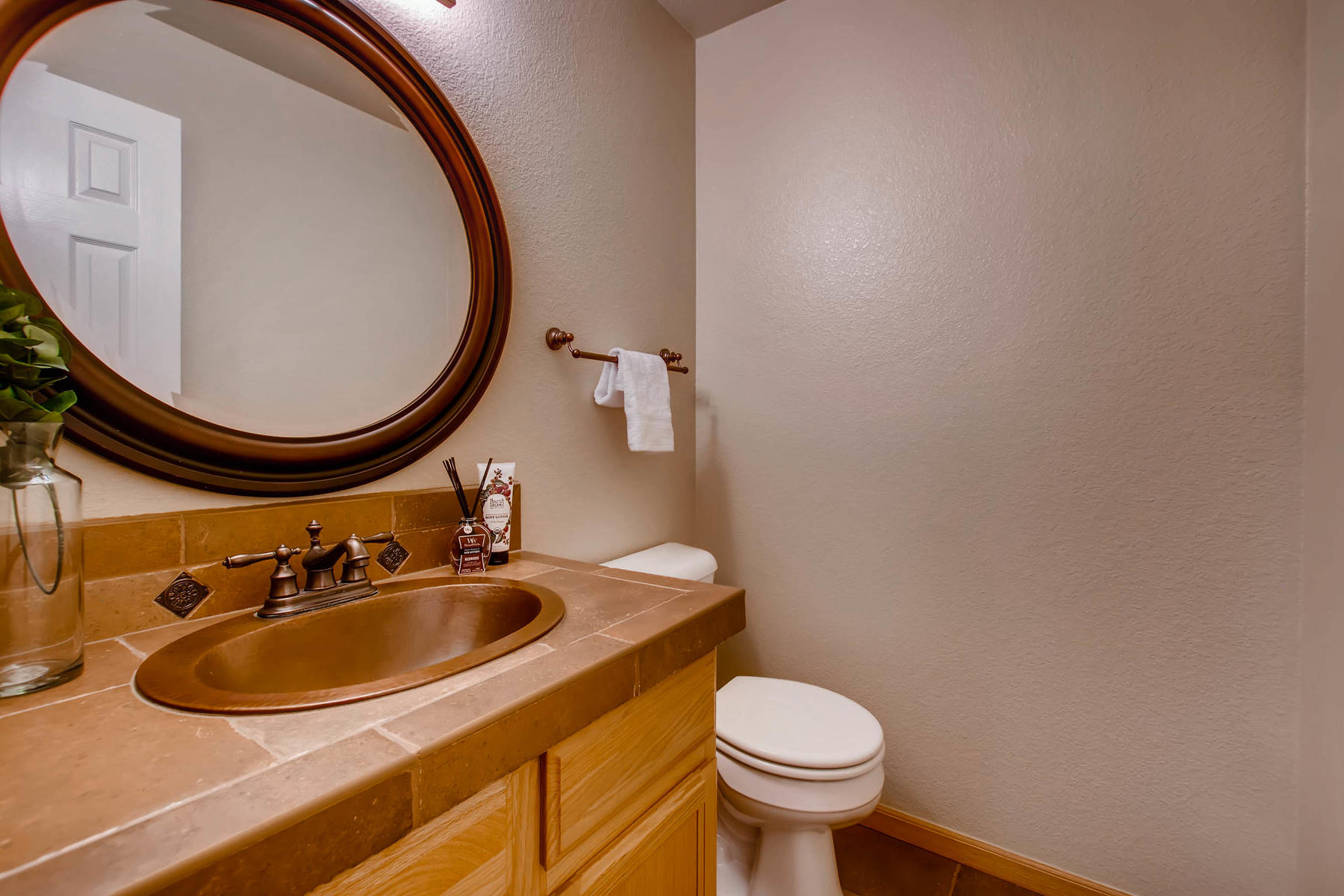 1694 Seven Lakes Dr Loveland-MLS_Size-018-13-Powder Room-1800x1200-72dpi.jpg