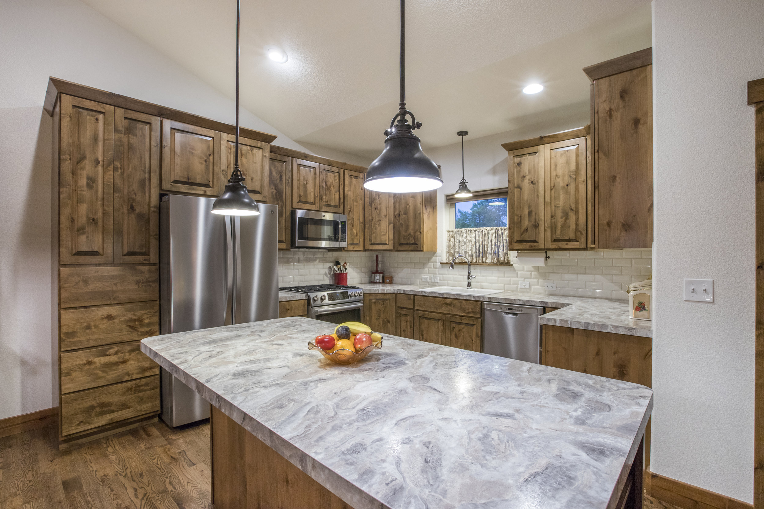 Upgraded Lighting & SS Appliances