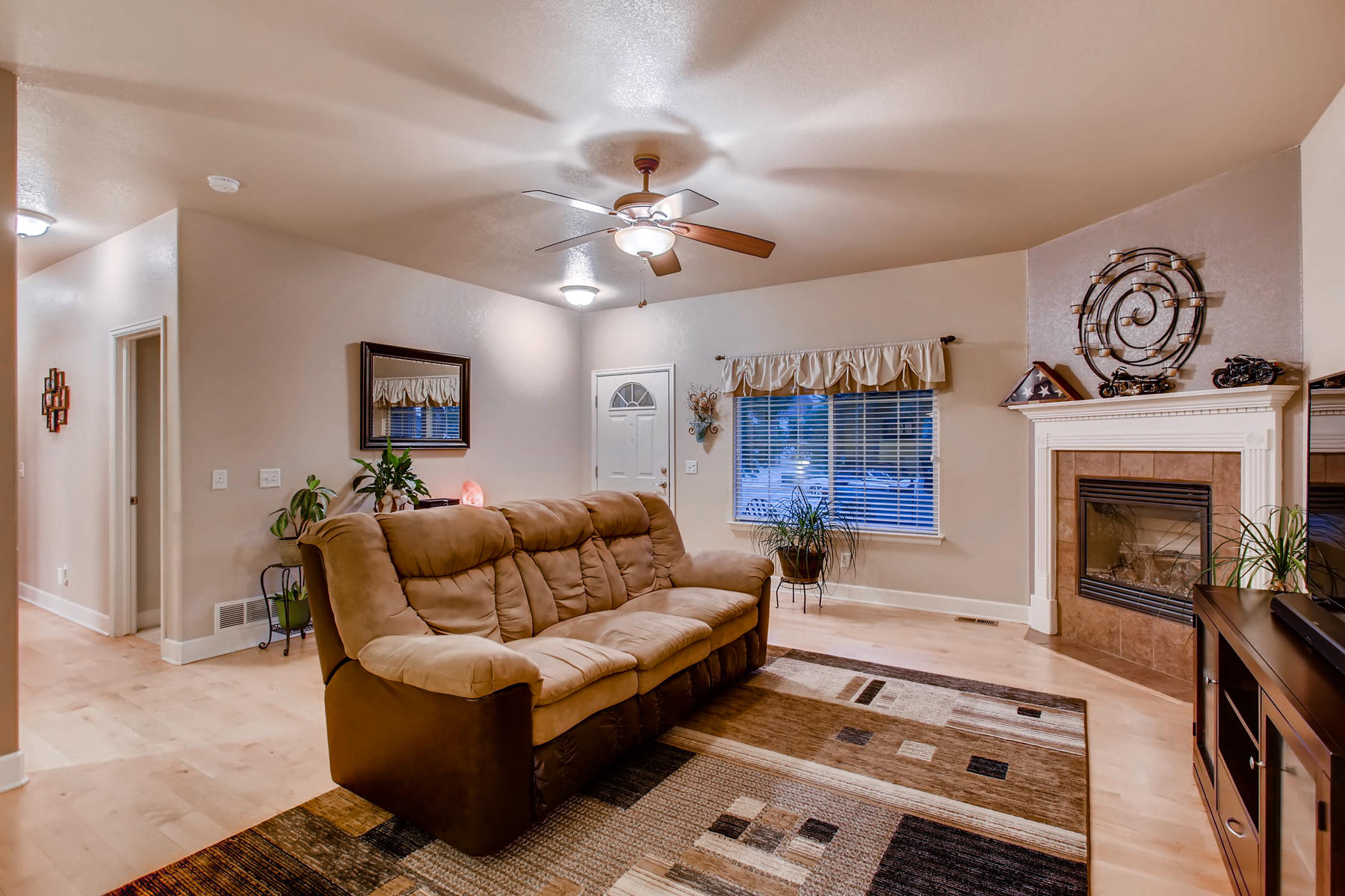 3119 57th Ave Greeley CO 80634-006-3-Living Room-MLS_Size.jpg