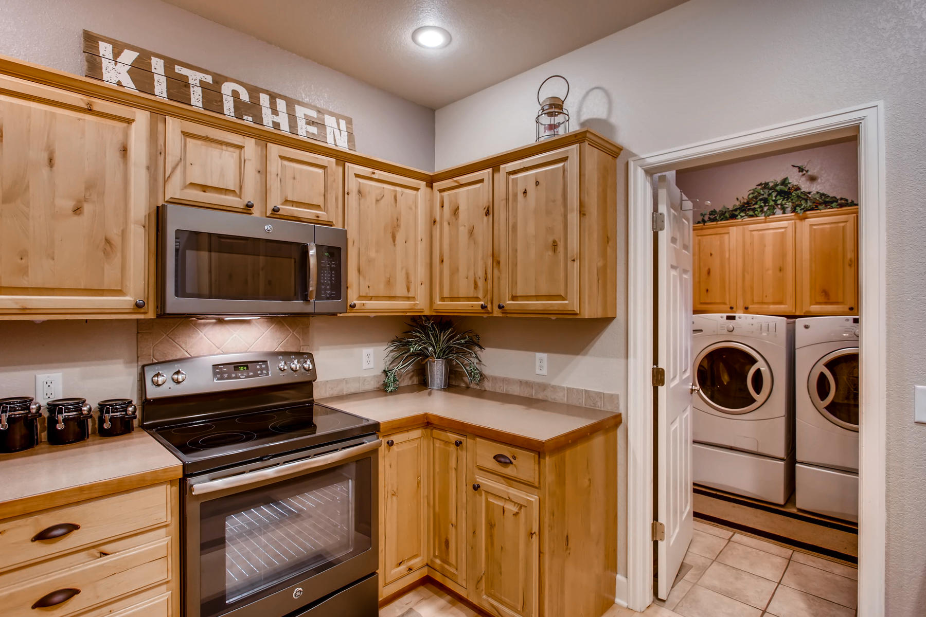 3119 57th Ave Greeley CO 80634-012-39-Kitchen-MLS_Size.jpg