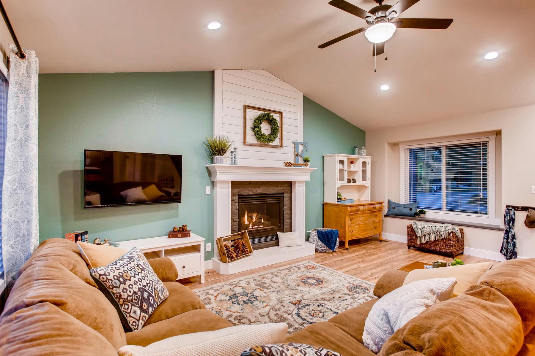 1737 Oxford Dr Loveland CO-004-7-Living Room-MLS_Size.jpg