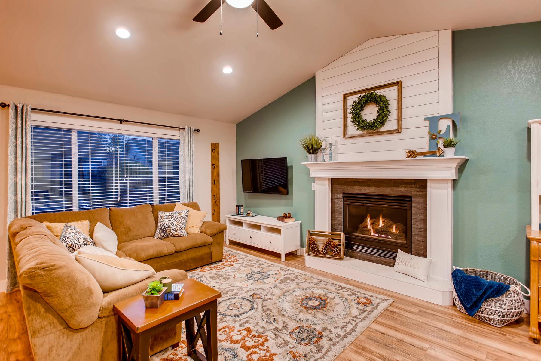 1737 Oxford Dr Loveland CO-006-1-Living Room-MLS_Size.jpg
