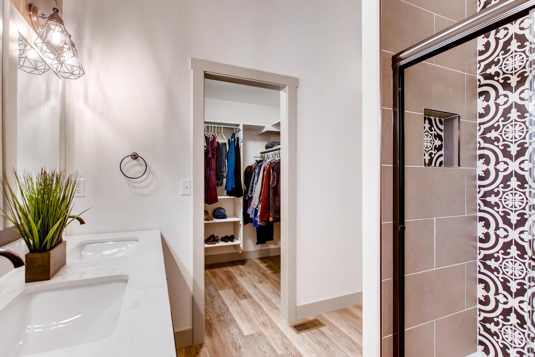 1737 Oxford Dr Loveland CO-022-25-2nd Floor Master Bathroom-MLS_Size.jpg