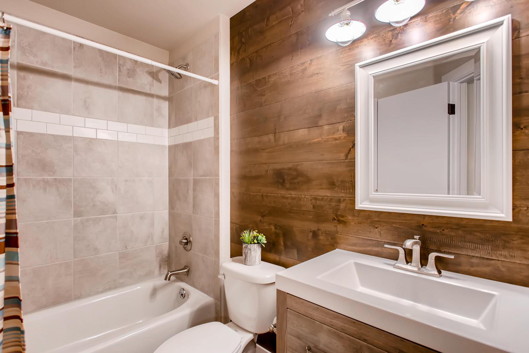 1737 Oxford Dr Loveland CO-028-19-2nd Floor Bathroom-MLS_Size.jpg