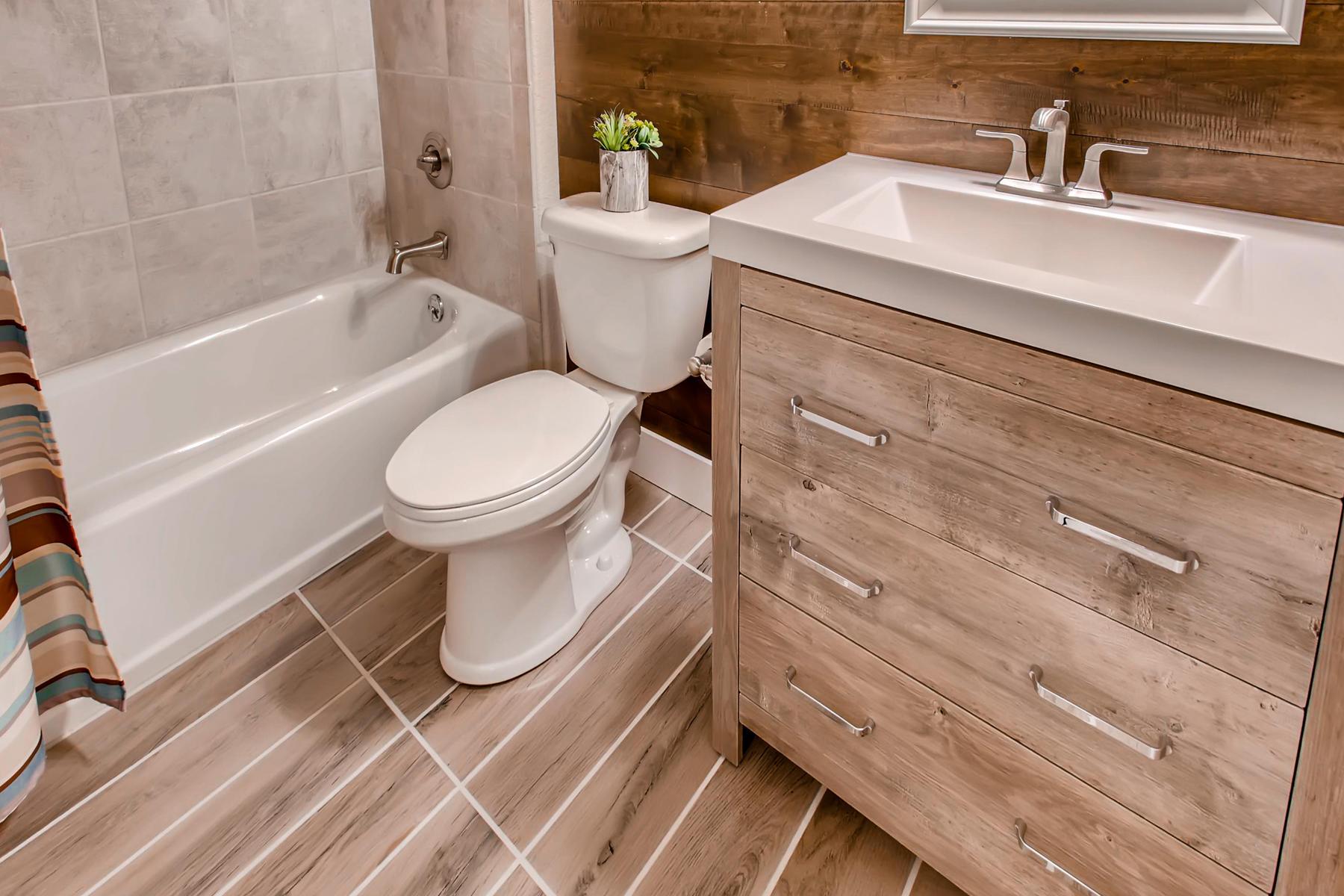 1737 Oxford Dr Loveland CO-029-21-2nd Floor Bathroom-MLS_Size.jpg