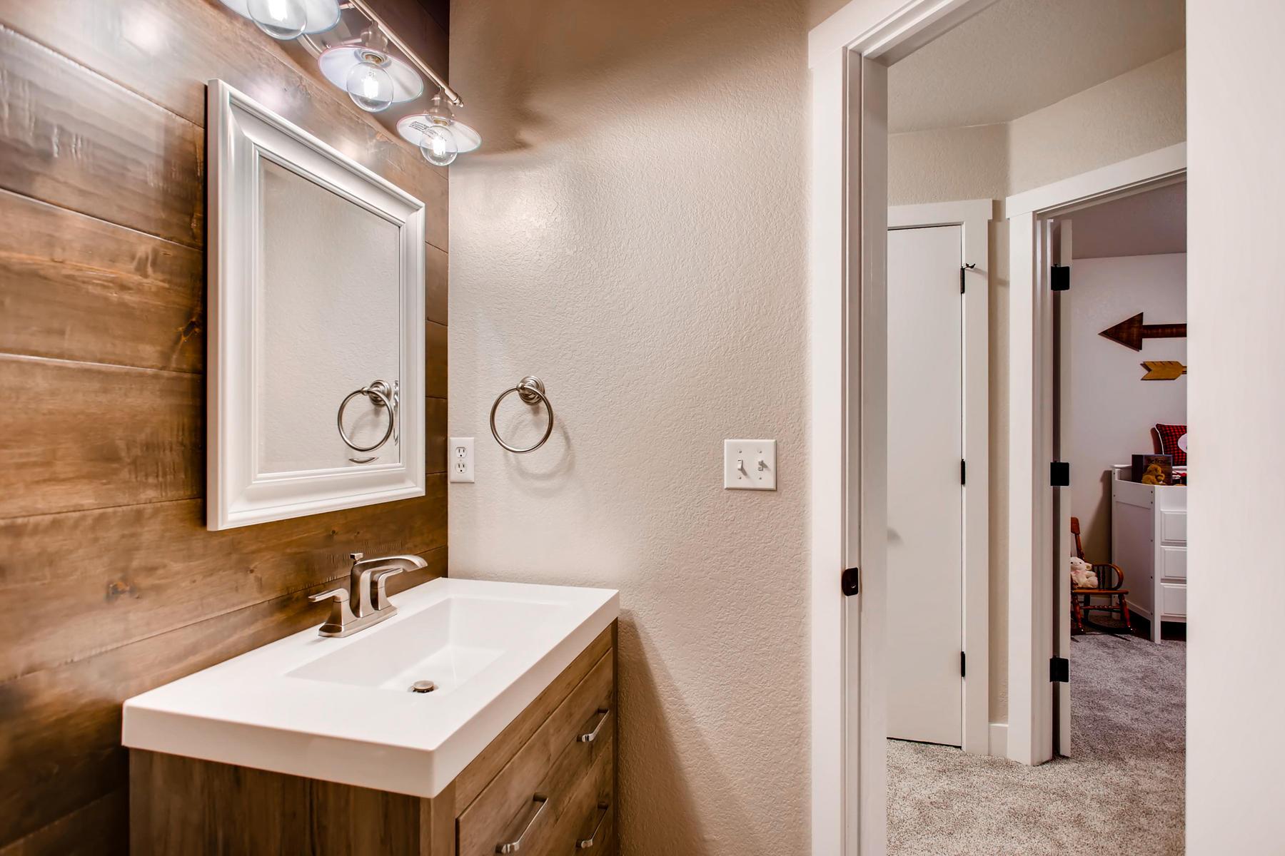 1737 Oxford Dr Loveland CO-030-34-2nd Floor Bathroom-MLS_Size.jpg