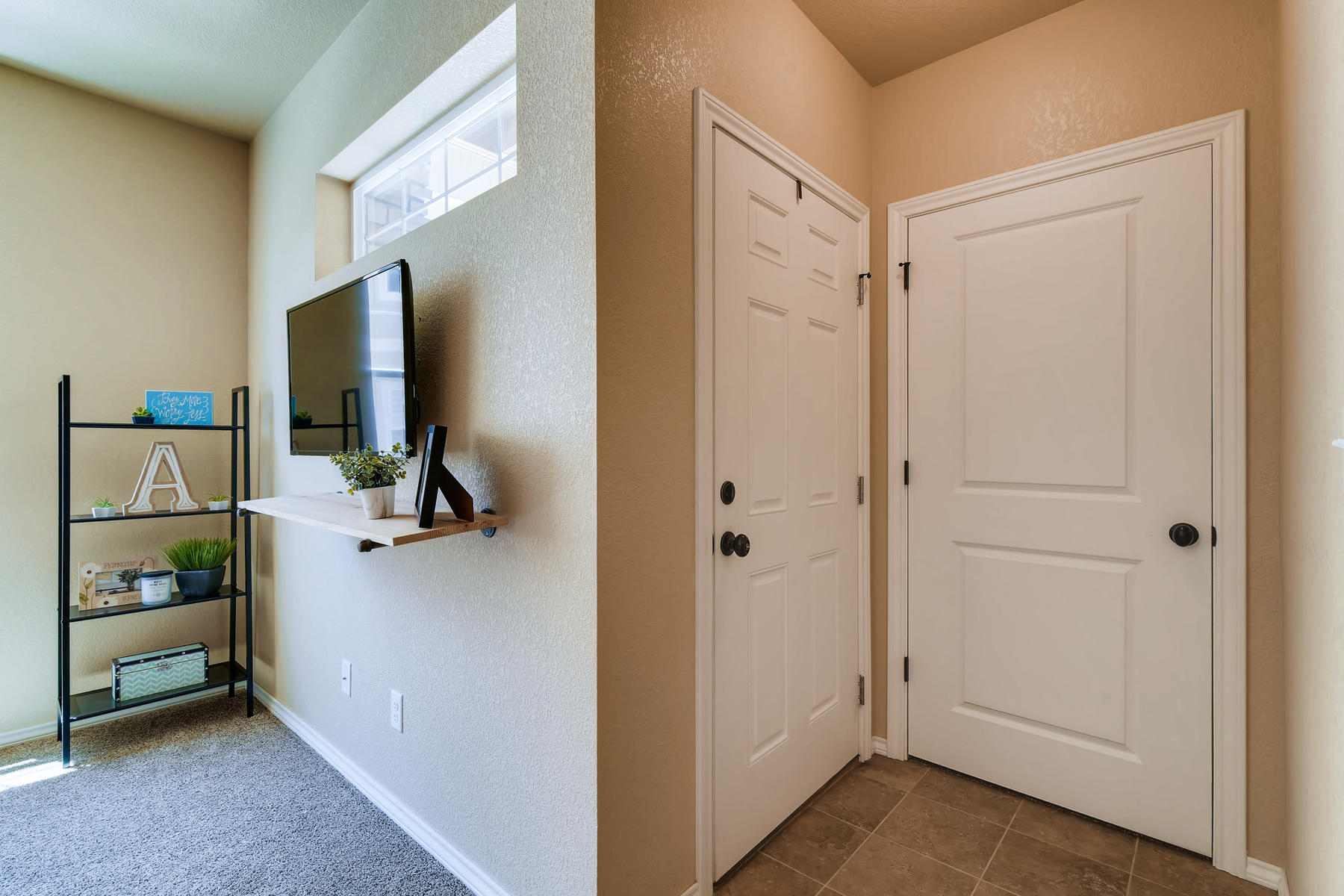 6915 W 3rd St Unit D1414-006-009-Foyer-MLS_Size.jpg