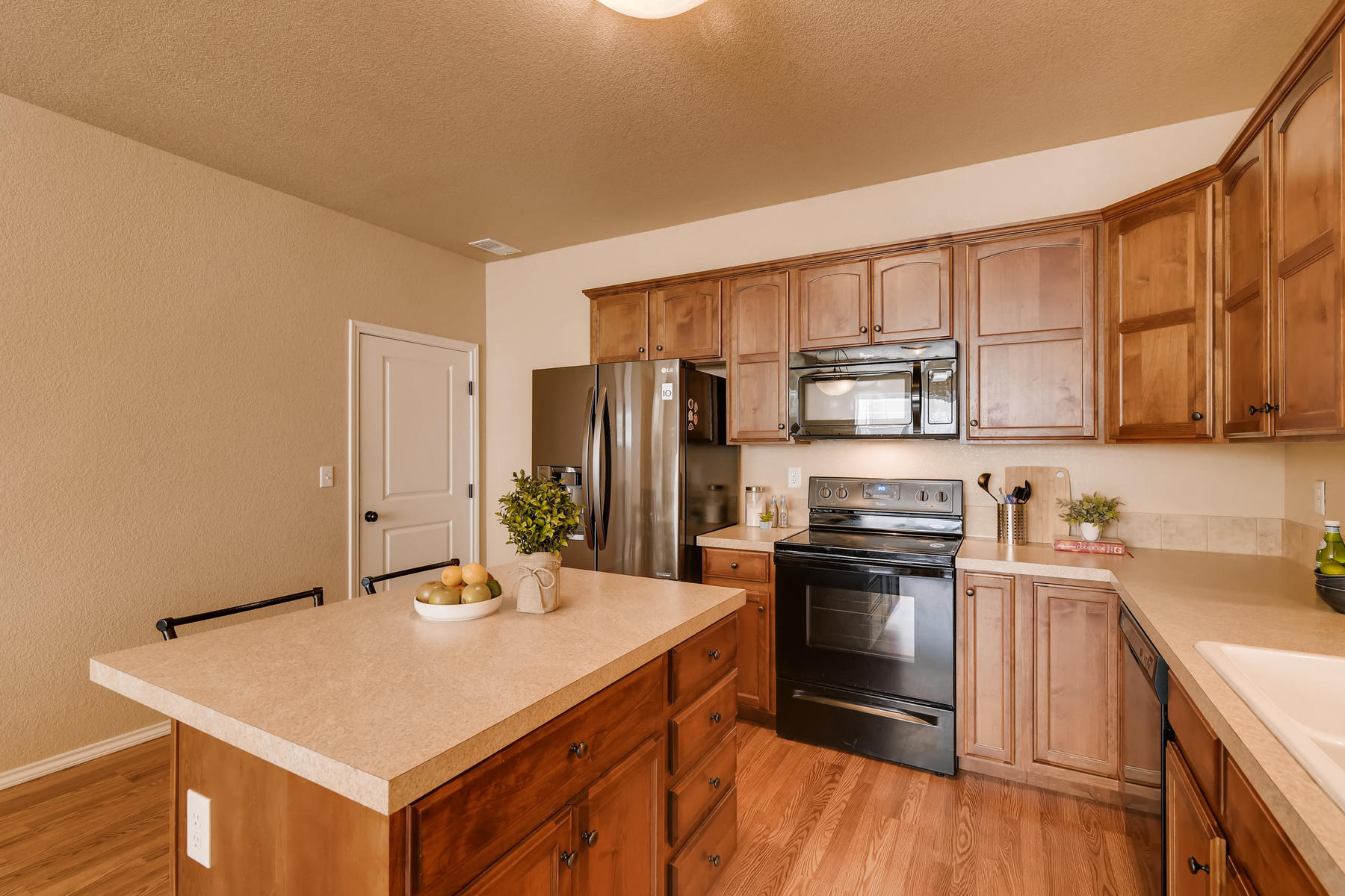 6915 W 3rd St Unit D1414-013-005-Kitchen-MLS_Size.jpg