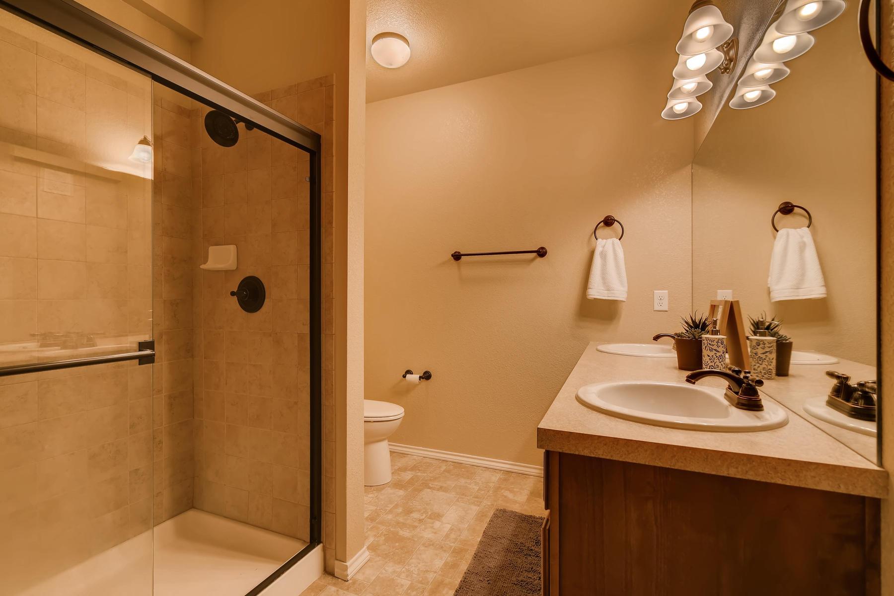 6915 W 3rd St Unit D1414-017-013-Master Bathroom-MLS_Size.jpg