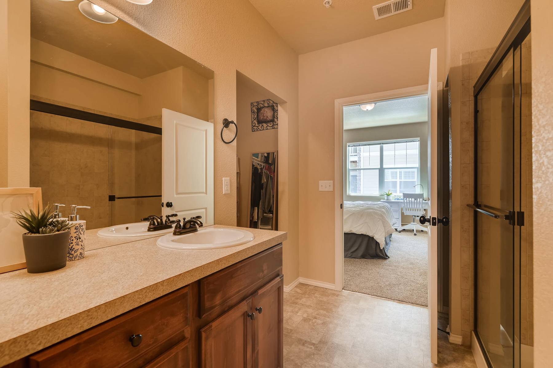6915 W 3rd St Unit D1414-018-010-Master Bathroom-MLS_Size.jpg