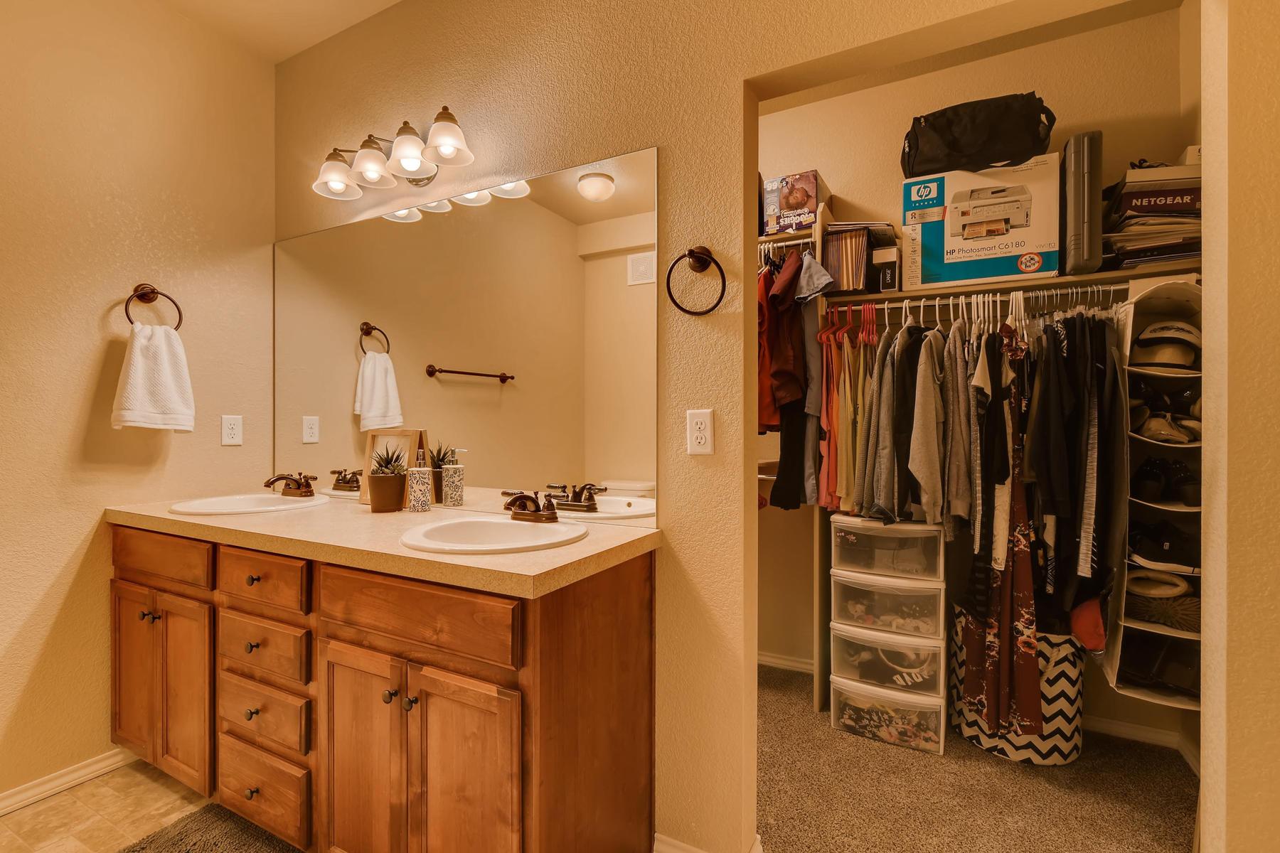 6915 W 3rd St Unit D1414-019-024-Master Bathroom-MLS_Size.jpg
