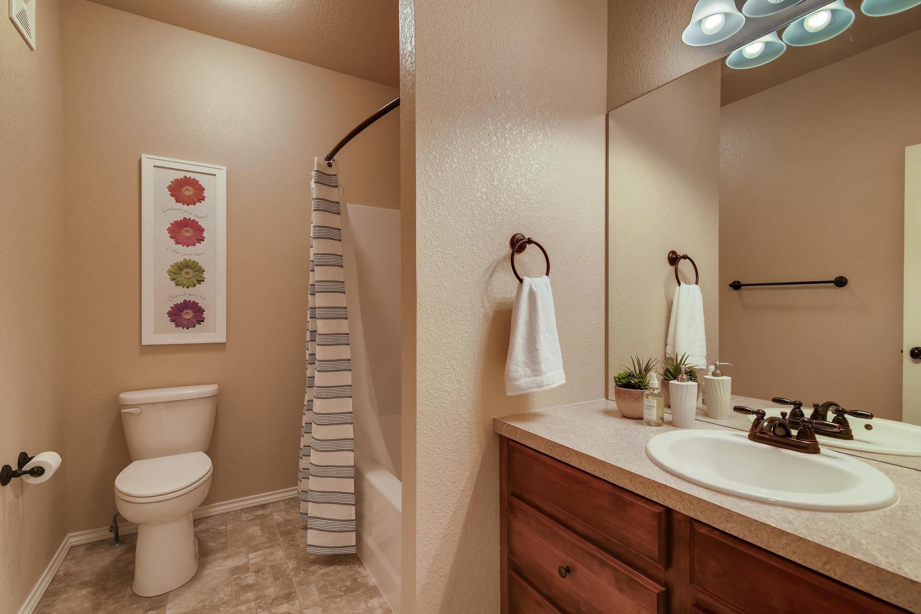 6915 W 3rd St Unit D1414-021-018-Bathroom-MLS_Size.jpg