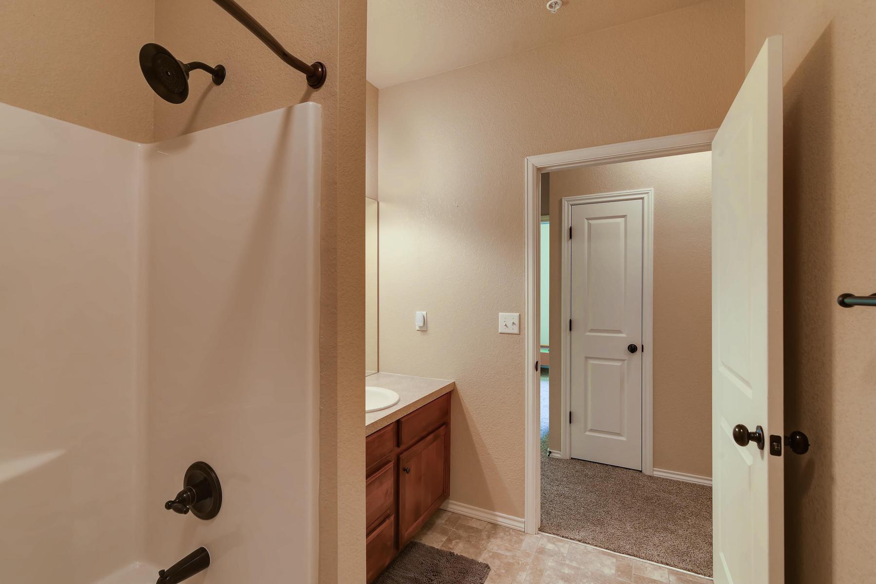 6915 W 3rd St Unit D1414-022-011-Bathroom-MLS_Size.jpg