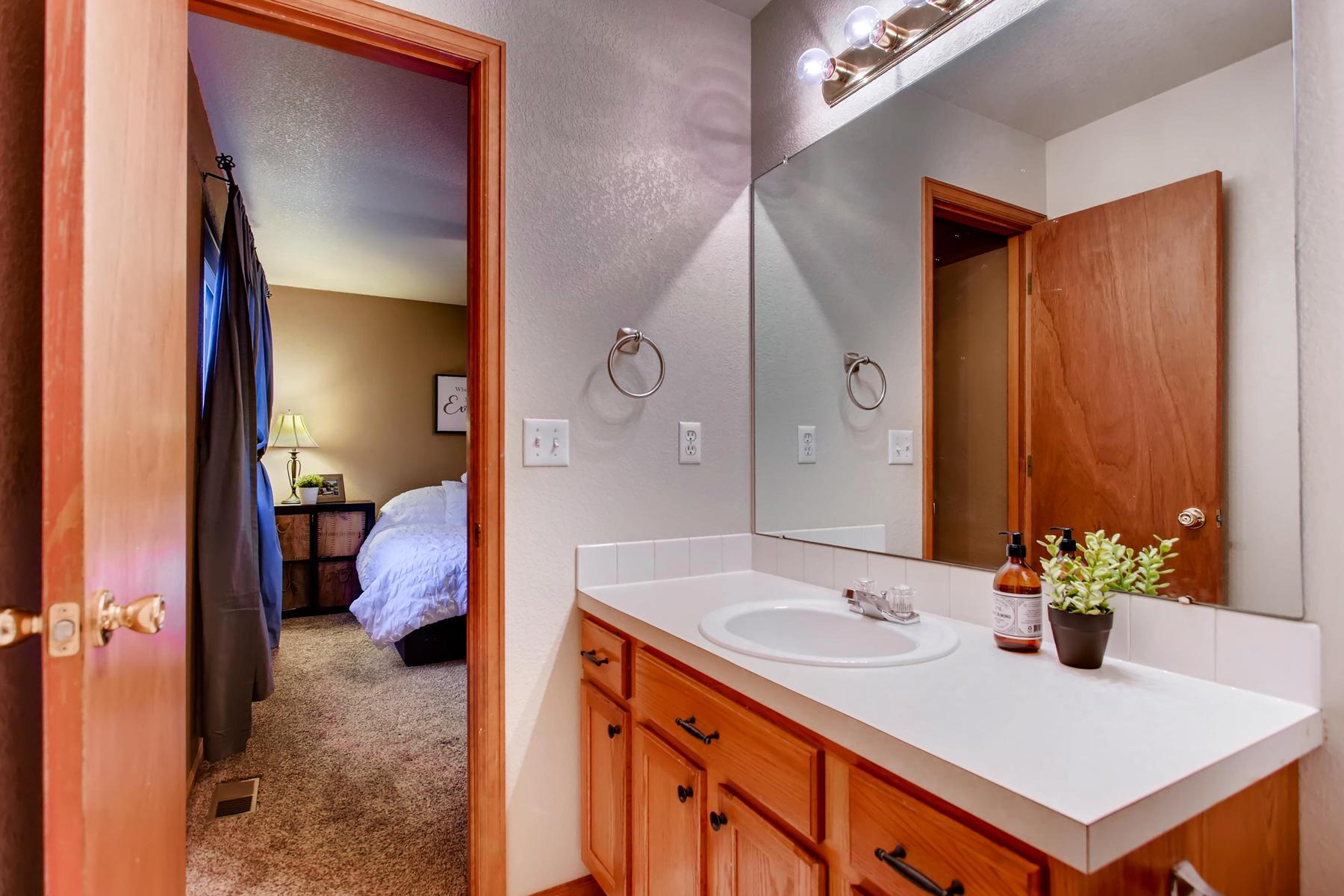 863 Eagle Dr Loveland CO 80537-022-049-2nd Floor Master Bathroom-MLS_Size.jpg