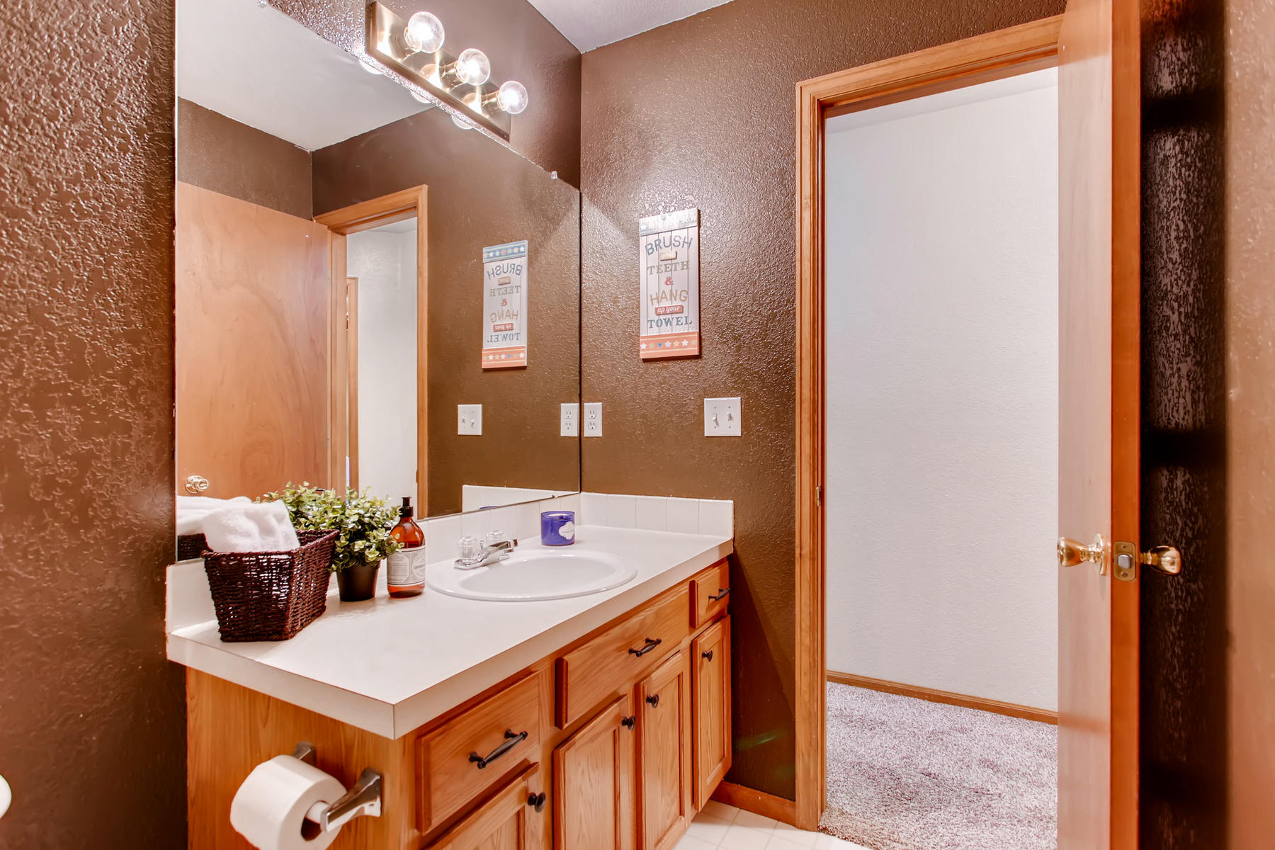 863 Eagle Dr Loveland CO 80537-027-038-2nd Floor Bathroom-MLS_Size.jpg