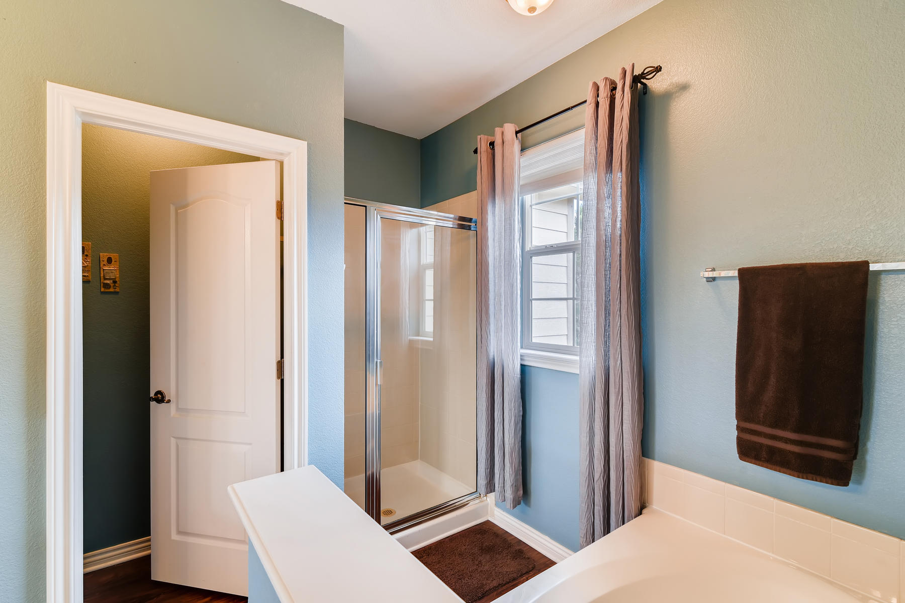 4672 W 20th Street Rd 2525-020-016-Master Bathroom-MLS_Size.jpg