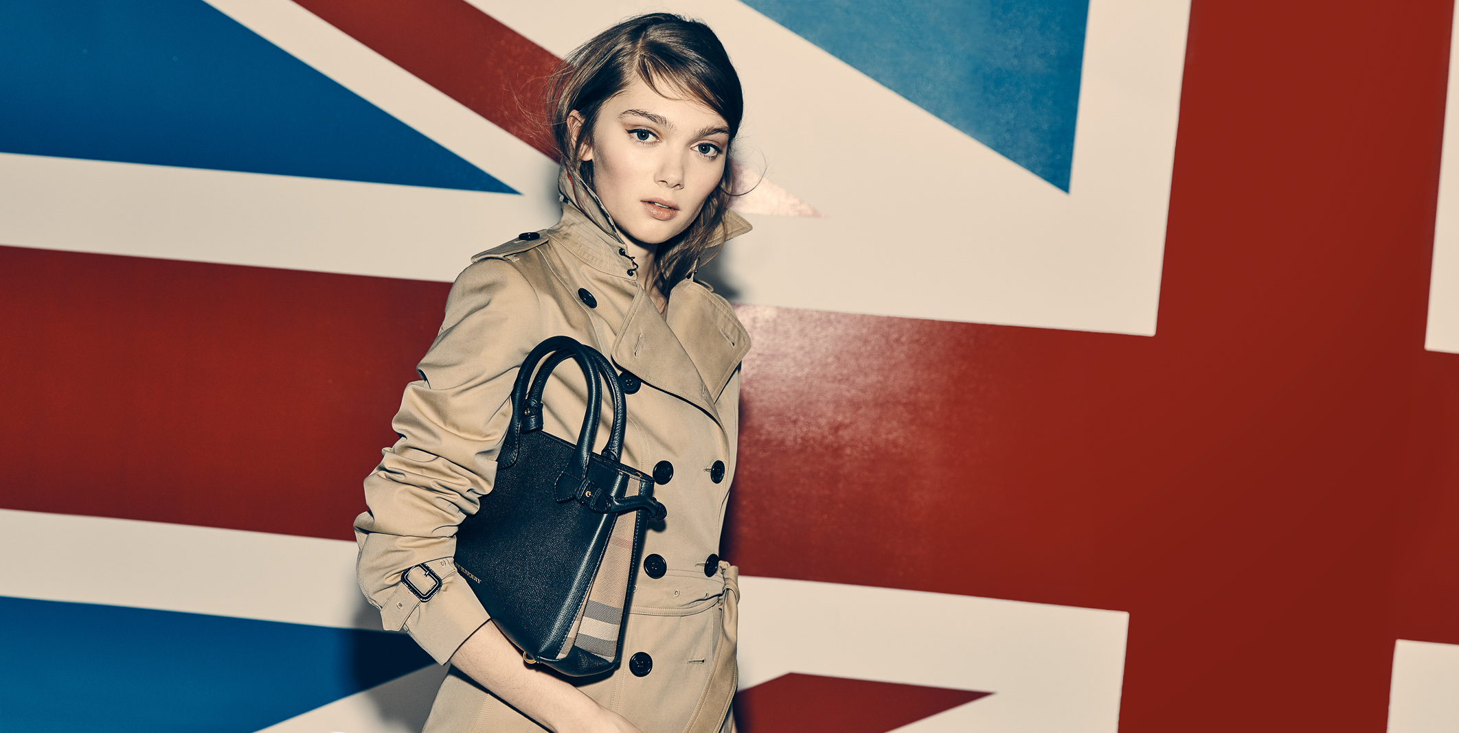 Burberry_WRTW_1137118900_SUPERHERO_EDITORIAL_CAPTURE_096.jpg