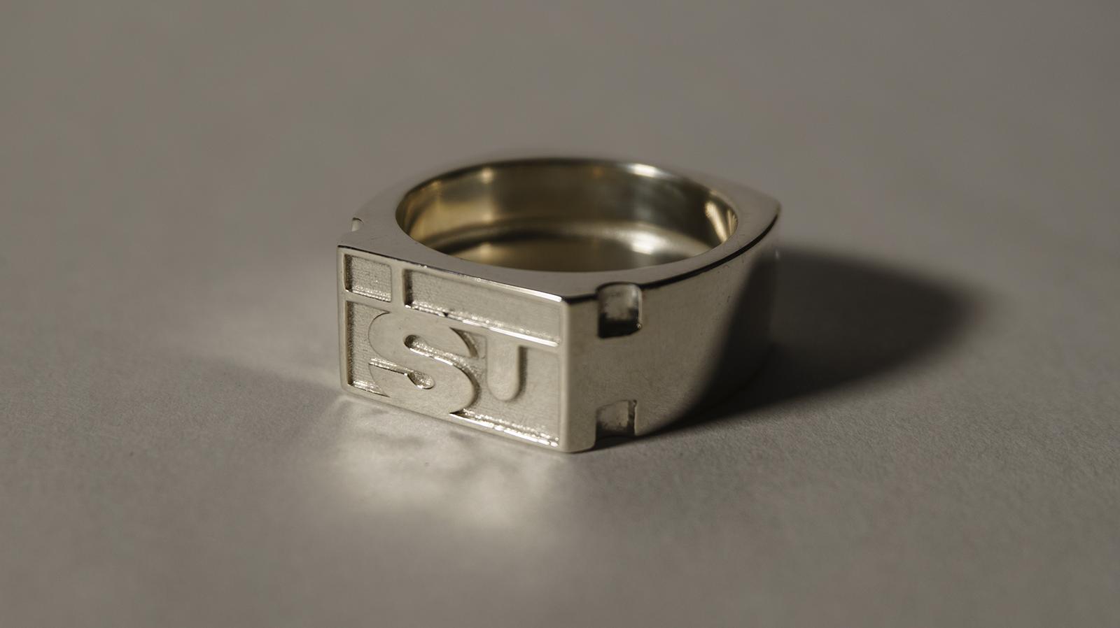 DSC07847_ps1-ISU-silver1a.png