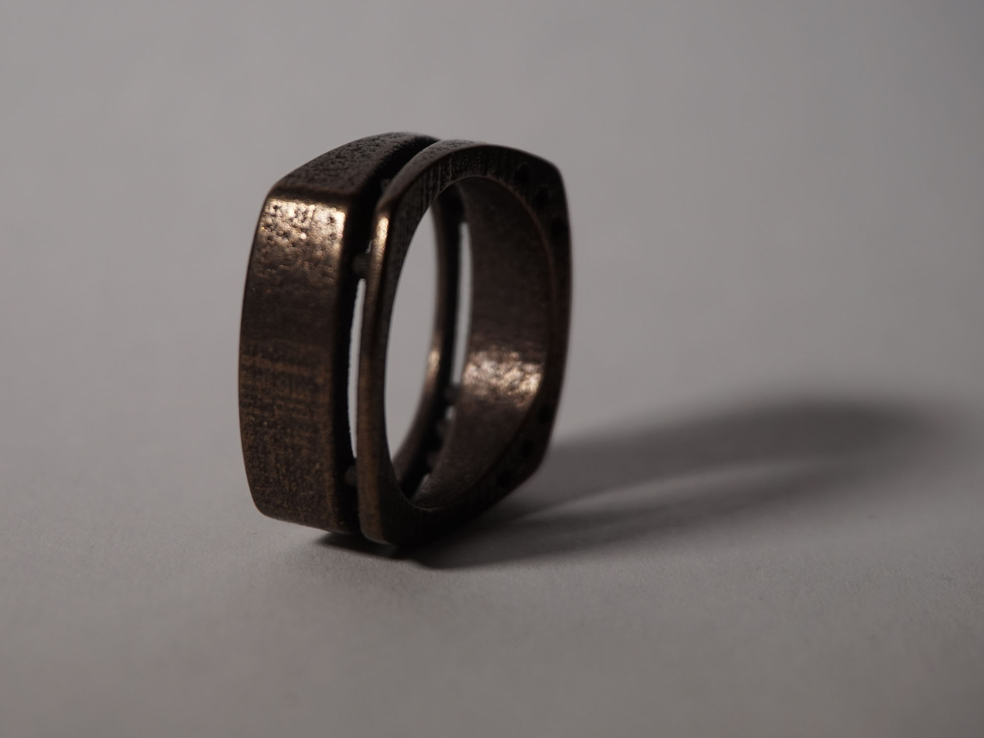side-cut-ring-bronzesteel-stand.jpg