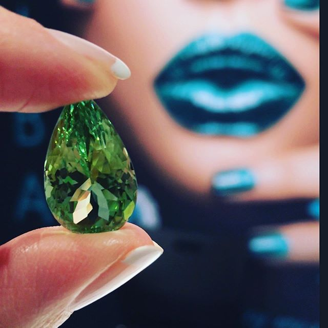 Helloooo pear-fection! 🍐 🍐This delicious apple green tourmaline is flawless at almost 17 carats!  This beauty just joined the squad and is ready for a custom design. 👊🏻🤩 Would you rock this for a pendant or a glamorous ring?? 💚💚💚💚💚 . . . #tourmaline #tourmalines #greengoddess #pearcut #greenwithenvy #customdesign #texasgirl #gobigorgohome #austintexas #atx #atxlove #austinjewelry #austinluxury #appleaday #yasss #austinrealestate #dallastexas #houstontexas #oneofakind #austinstyle #jewelryaddict #gemstones #addmorecolortoyourlife #austinprivatejeweler #shinebright 🤩💚🤩💚🤩