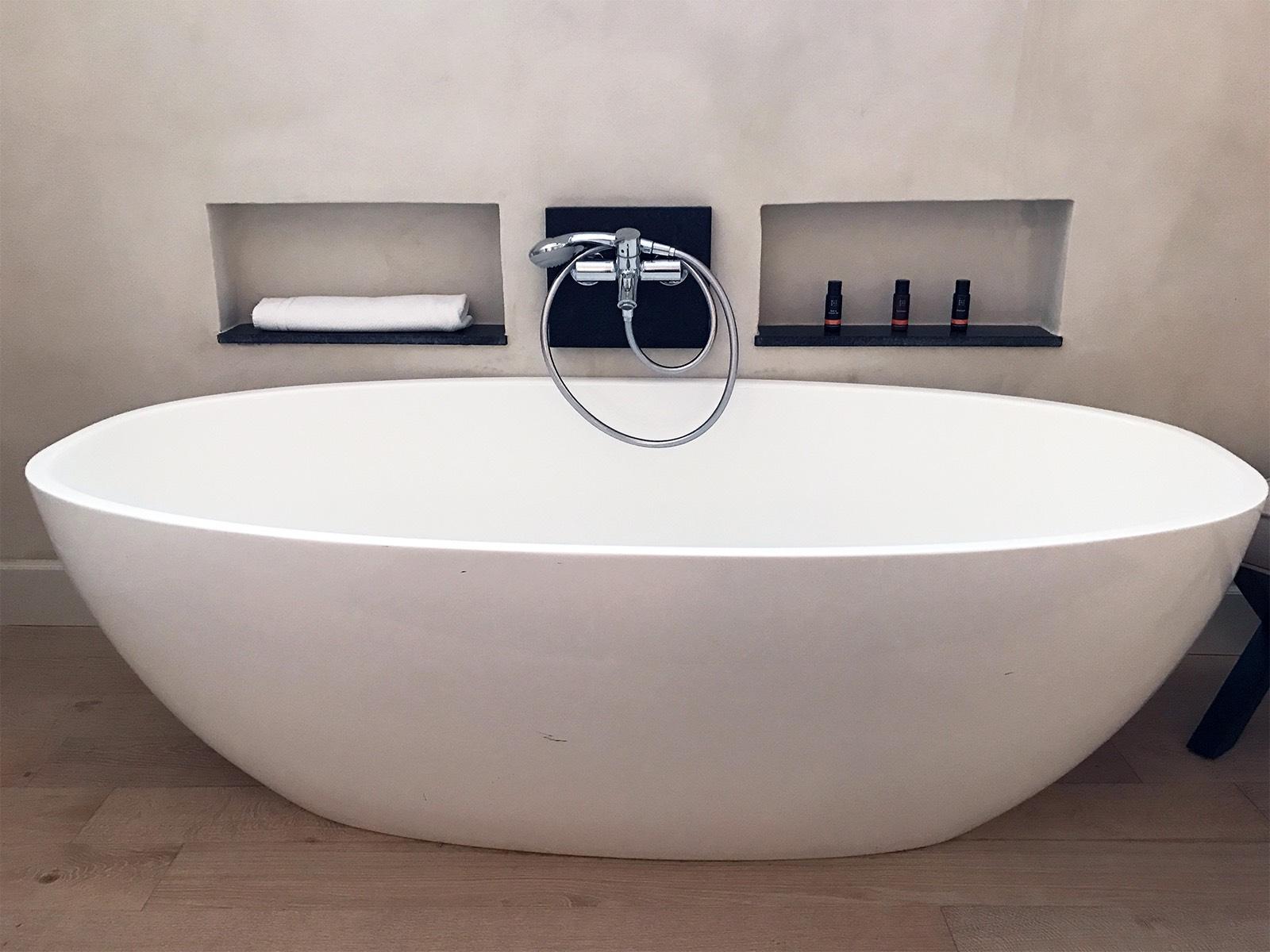 Corral del Rey hotel Seville Spain bathtub.jpg