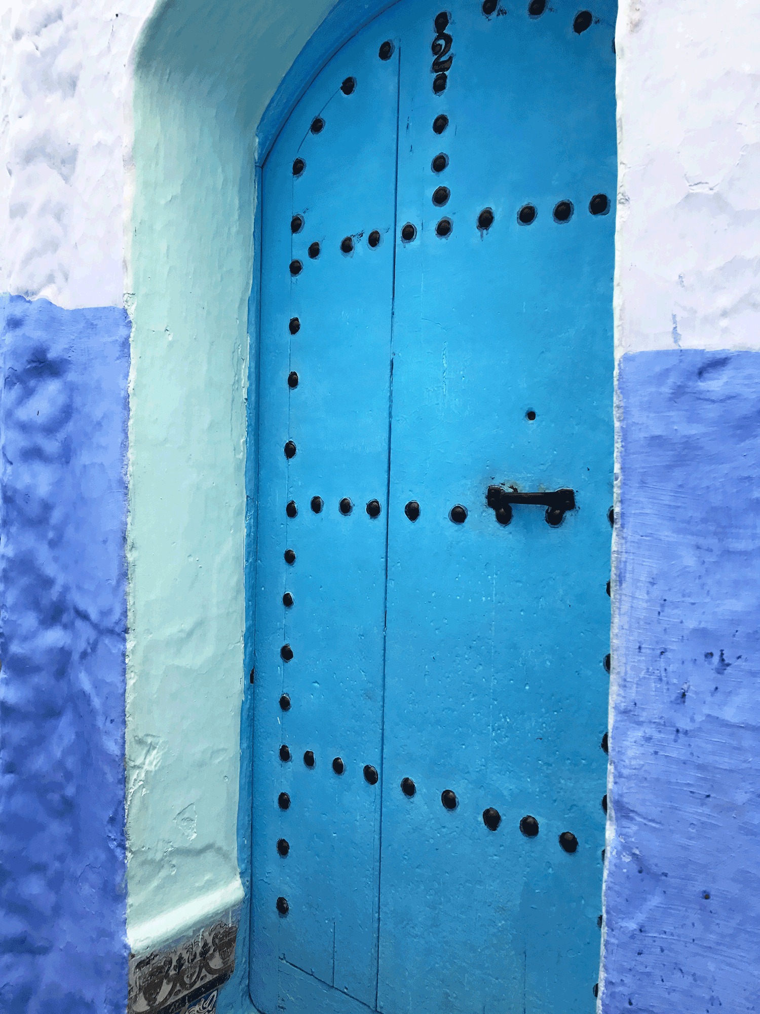 Chefchaouen-Morocco-image-blue-door-close-up.png