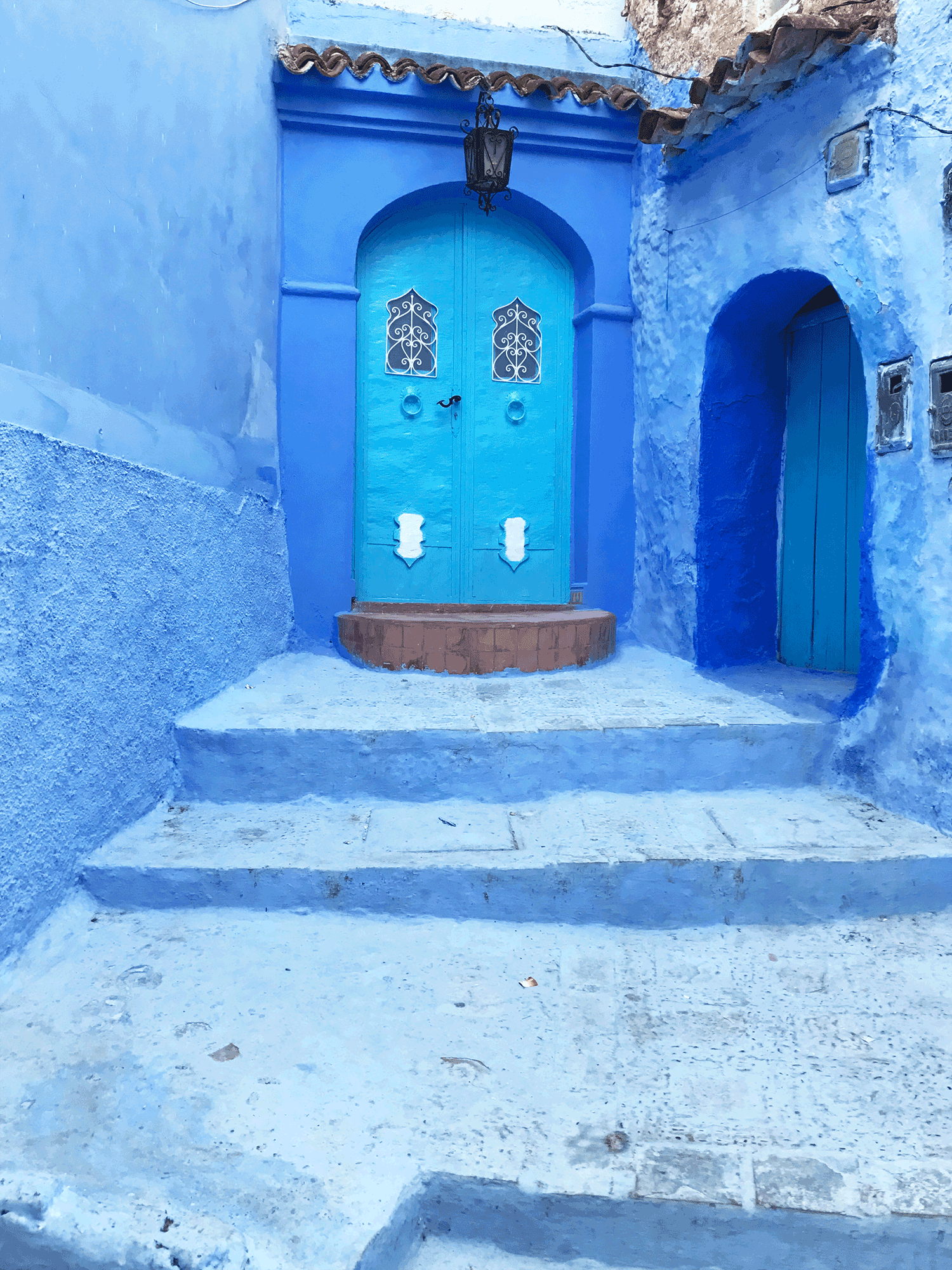 Chefchaouen-Morocco-image-blue-door-home2.png