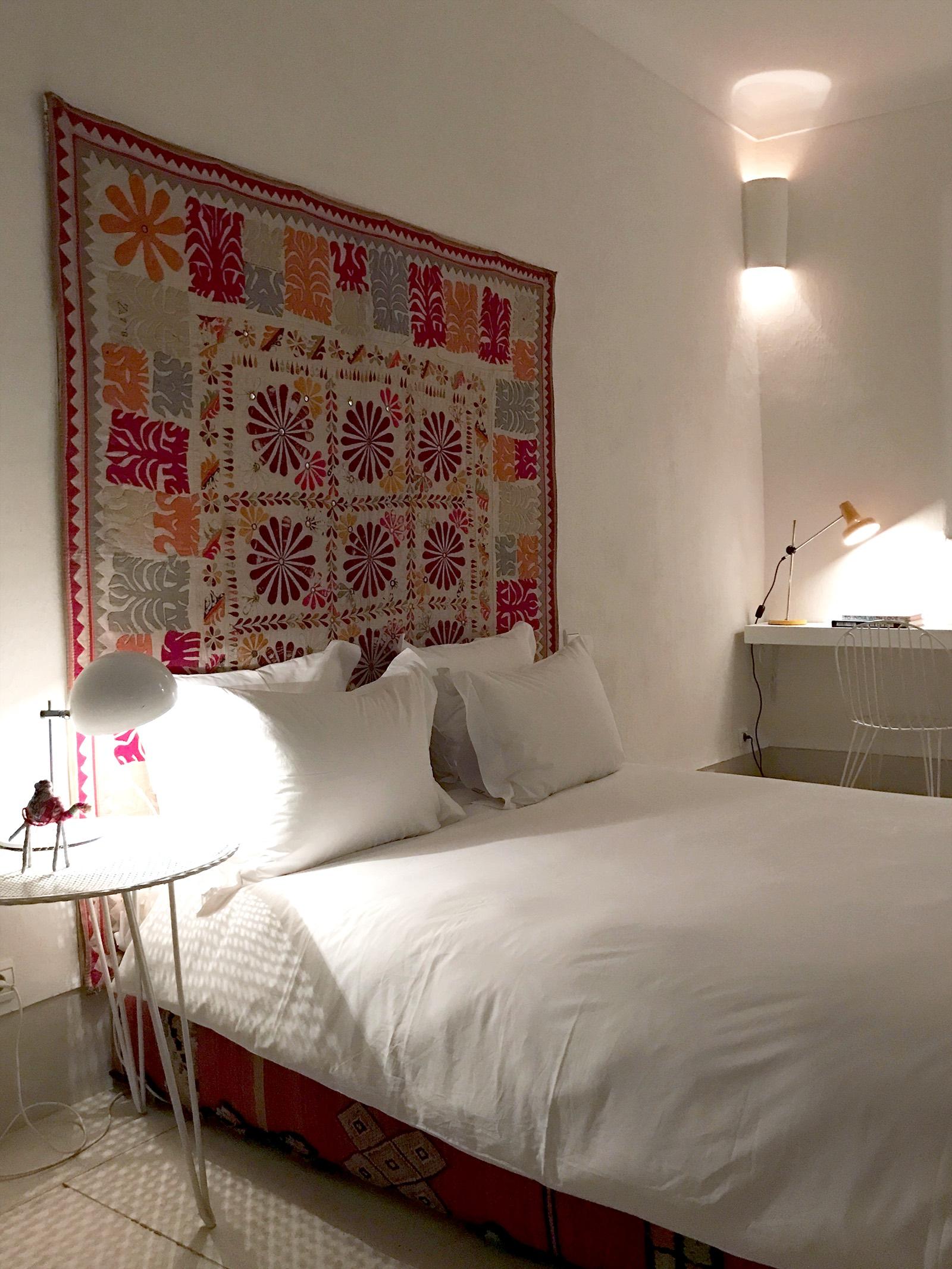 Marrakesh-Riad-Be-Mena-bed-color.jpg
