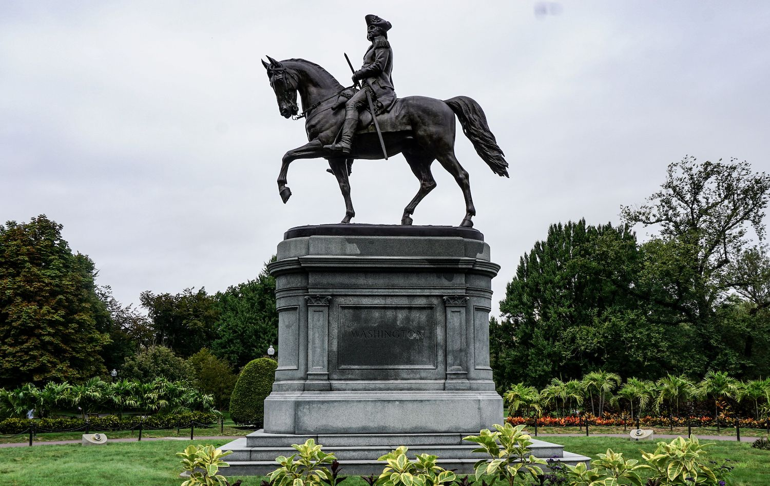 Washington statue of Washington in Boston Gardens