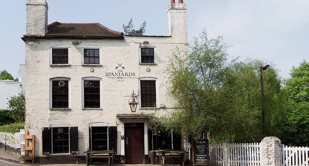 the Spaniards Inn  in the summer, I must go back when the sun is shining and plants are blooming!