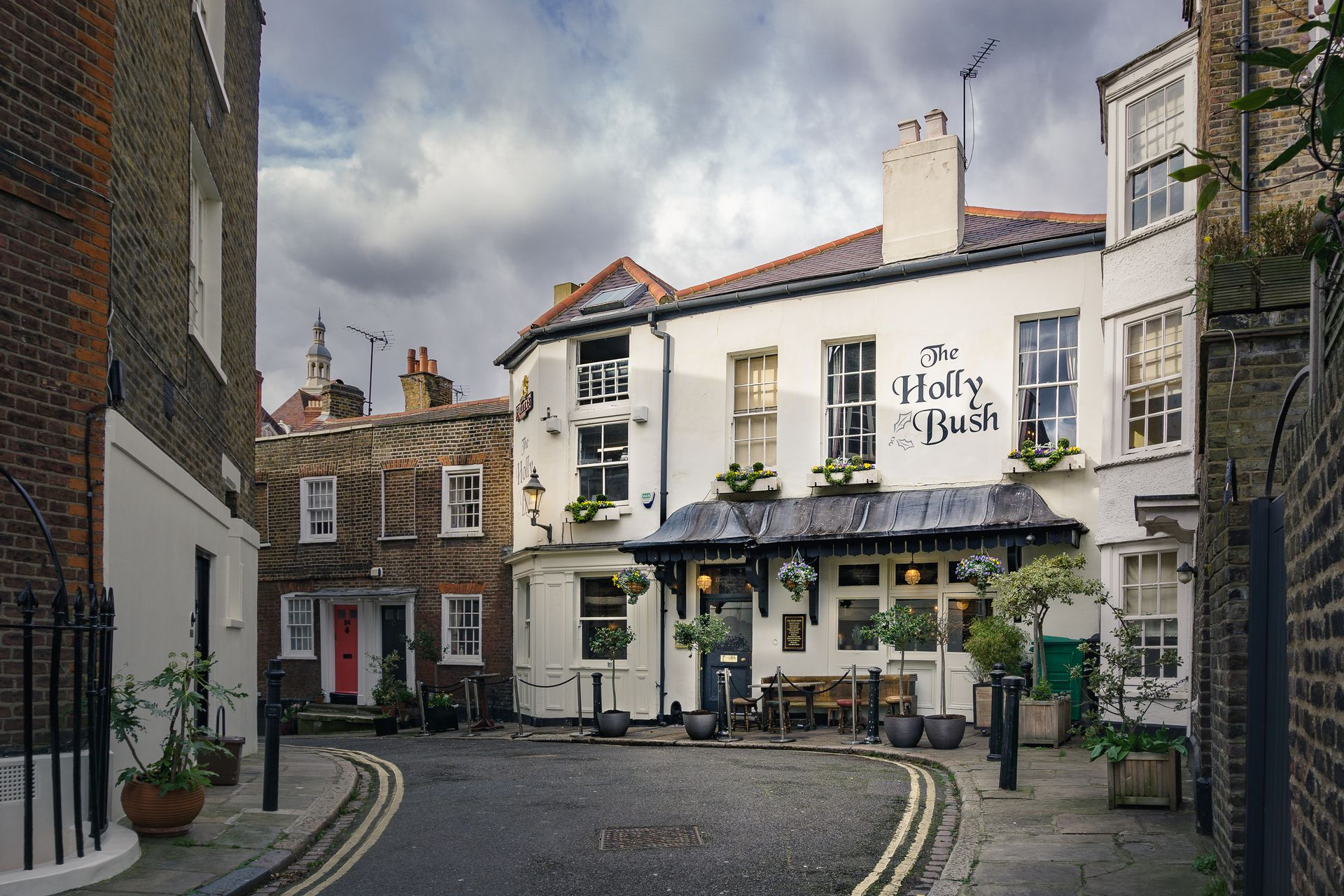 HOLLY BUSH Pub Hampstead London.jpg