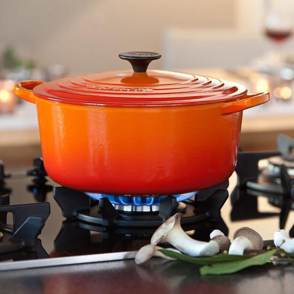 le-creuset-cocotte-cast-iron-casserole-flame-319.jpg