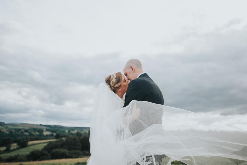 Relaxed natural wedding photos