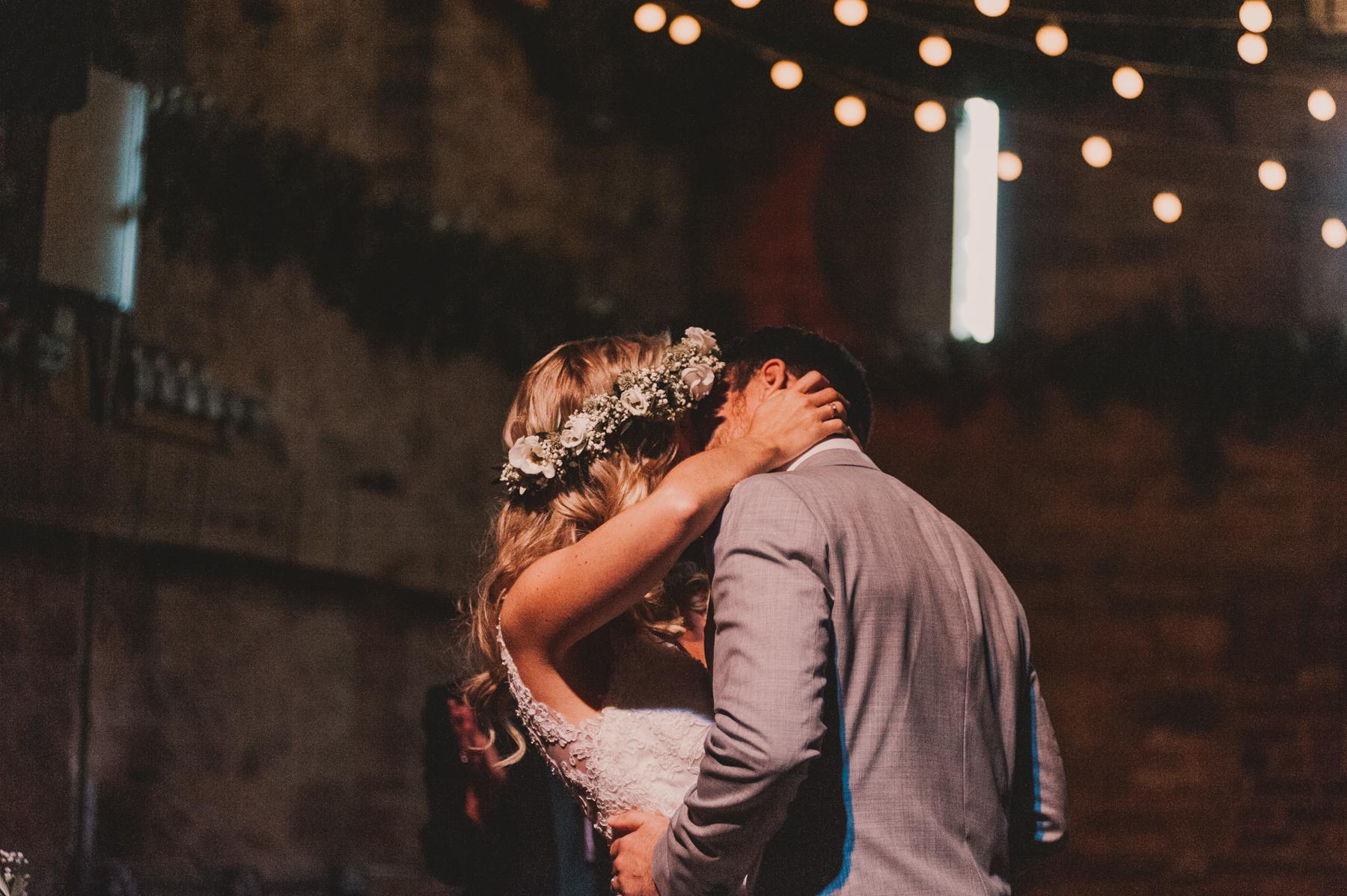 Herefordshire-barn-wedding-highlights-056.jpg