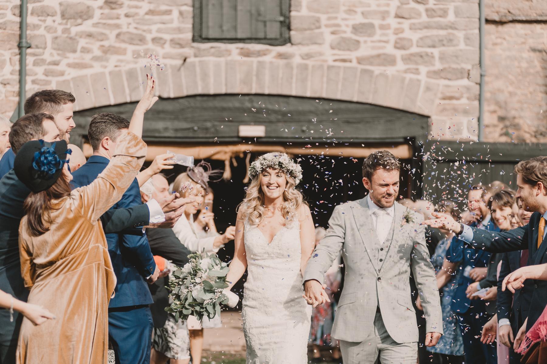 Herefordshire-barn-wedding-highlights-064.jpg